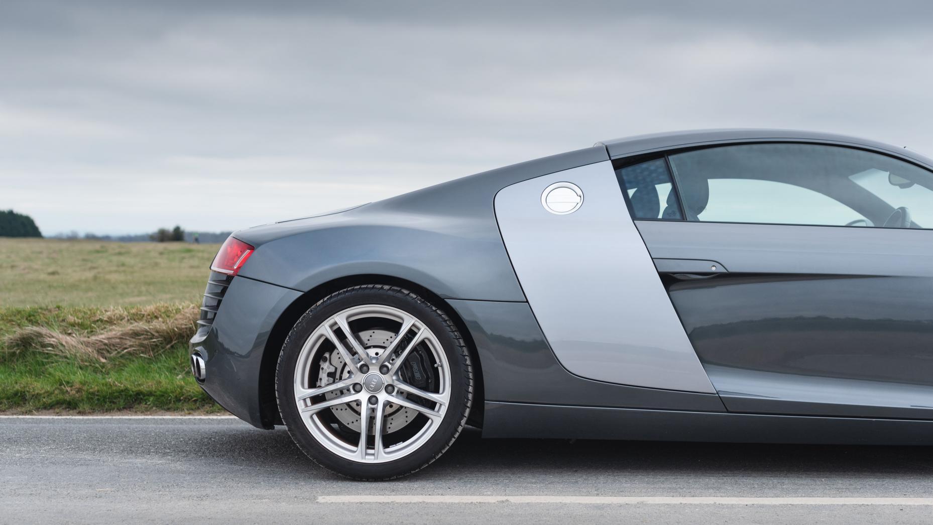 Audi R8 V8 vs V10 linkerzij achter V8