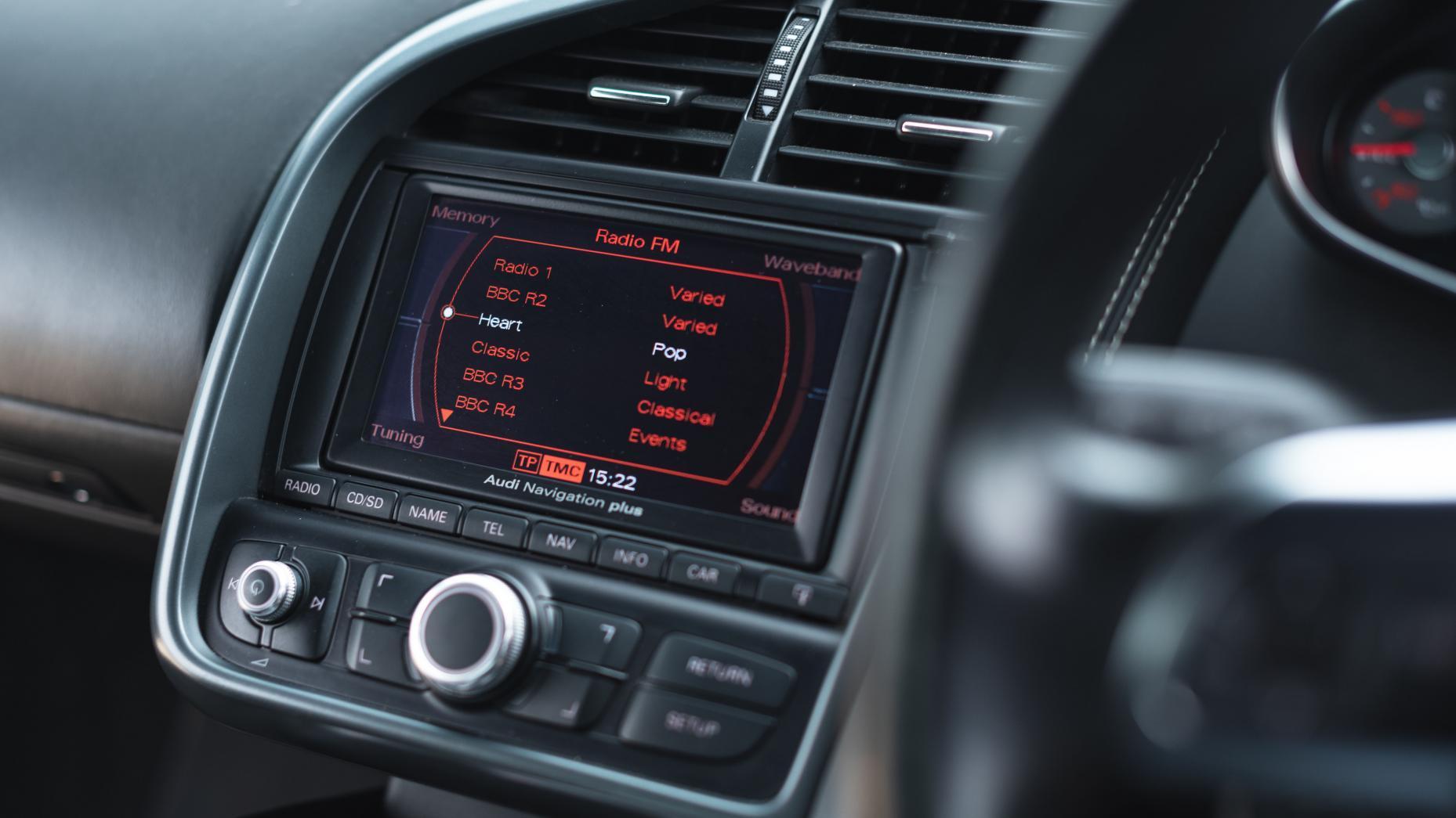 Audi R8 V8 vs V10 radio in V8