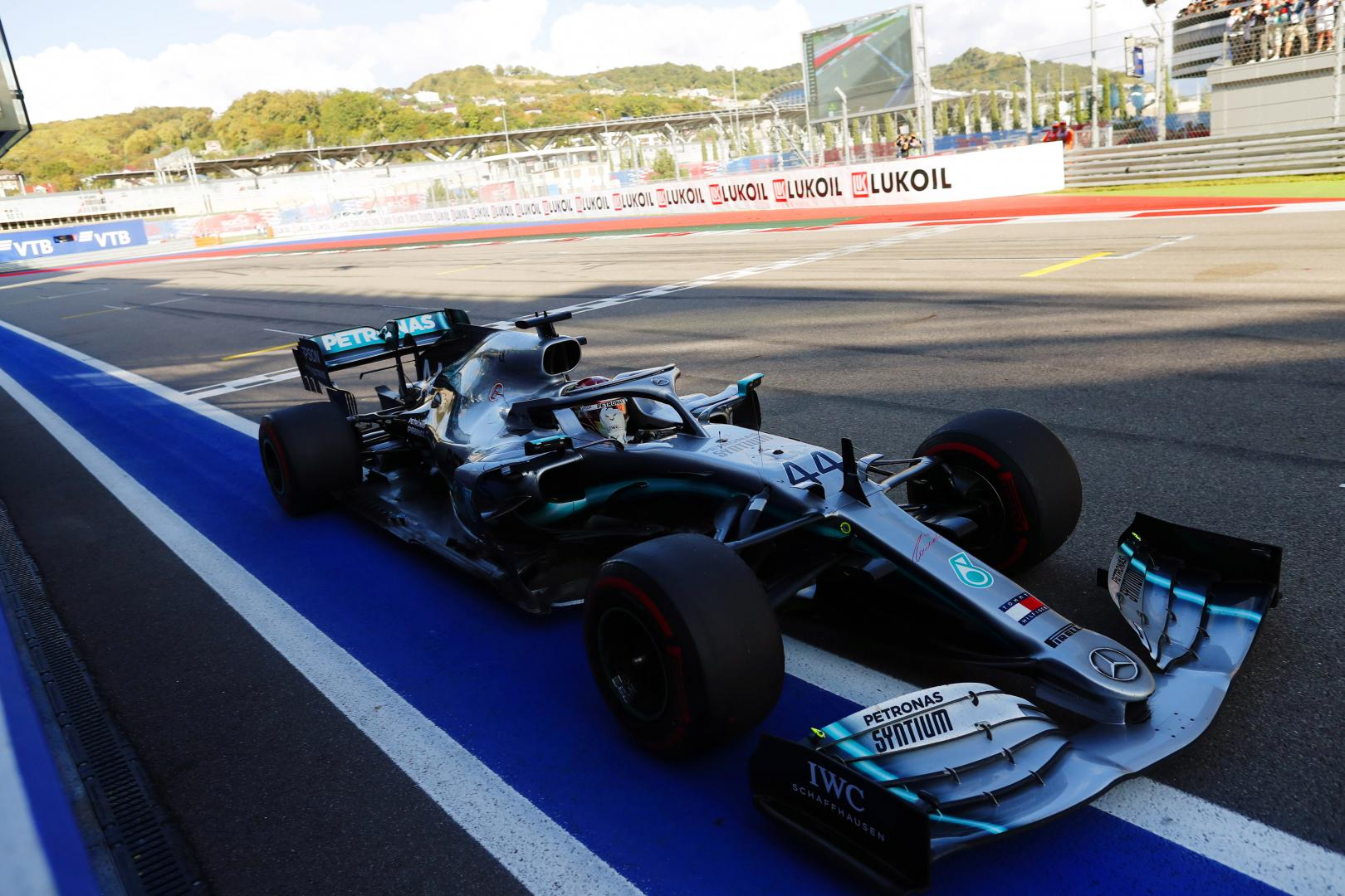 Lewis Hamilton over finish dichtbij GP van Rusland 2019