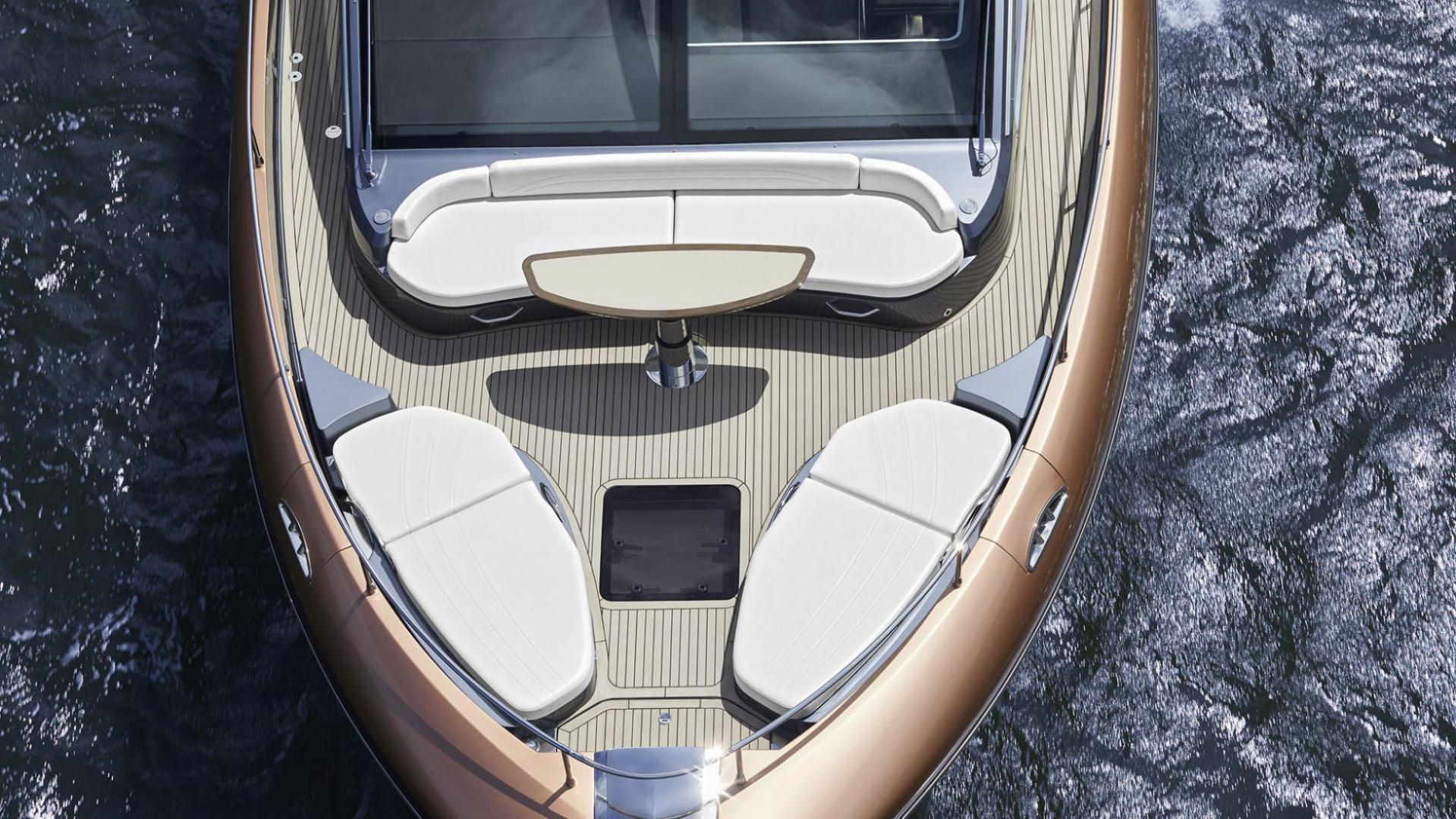 Lexus LY650