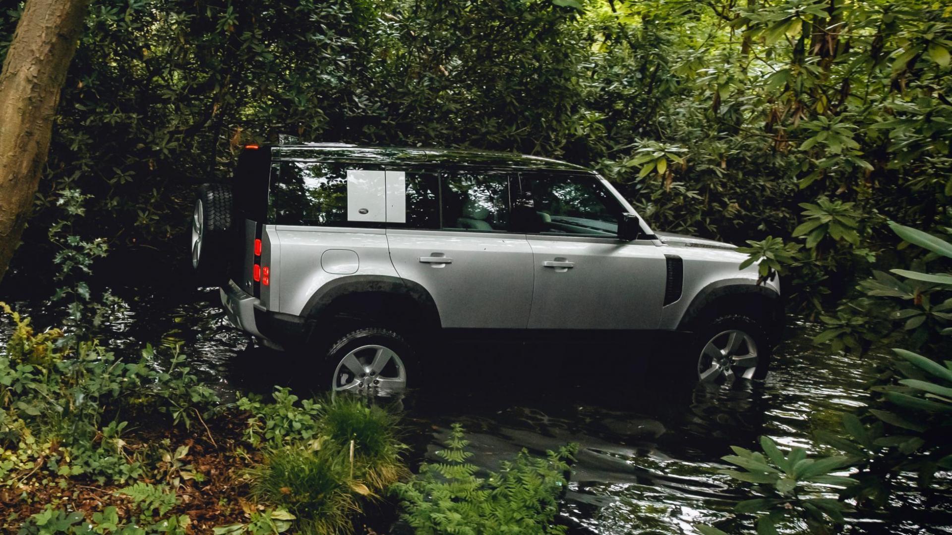 Land Rover Defender 110 2019 door water riveren