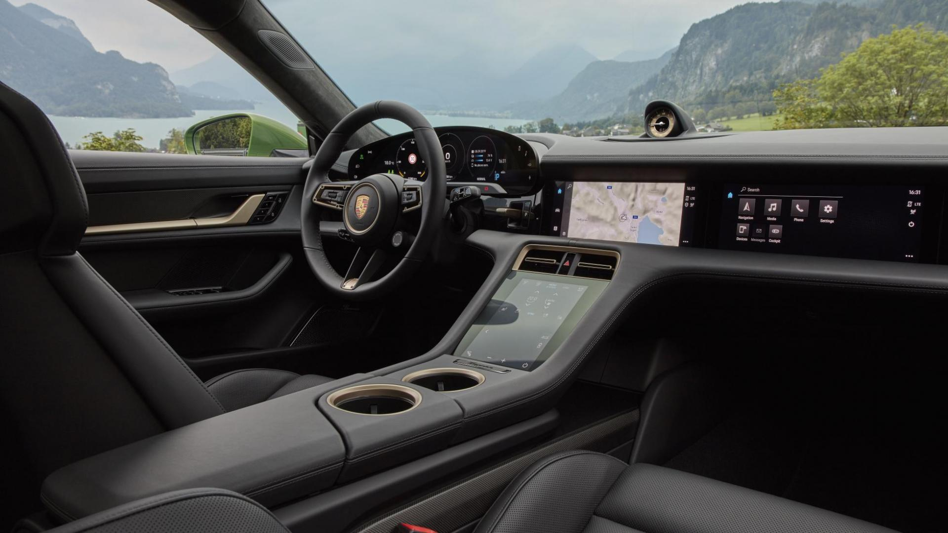 Porsche Taycan Turbo S interieur passagier