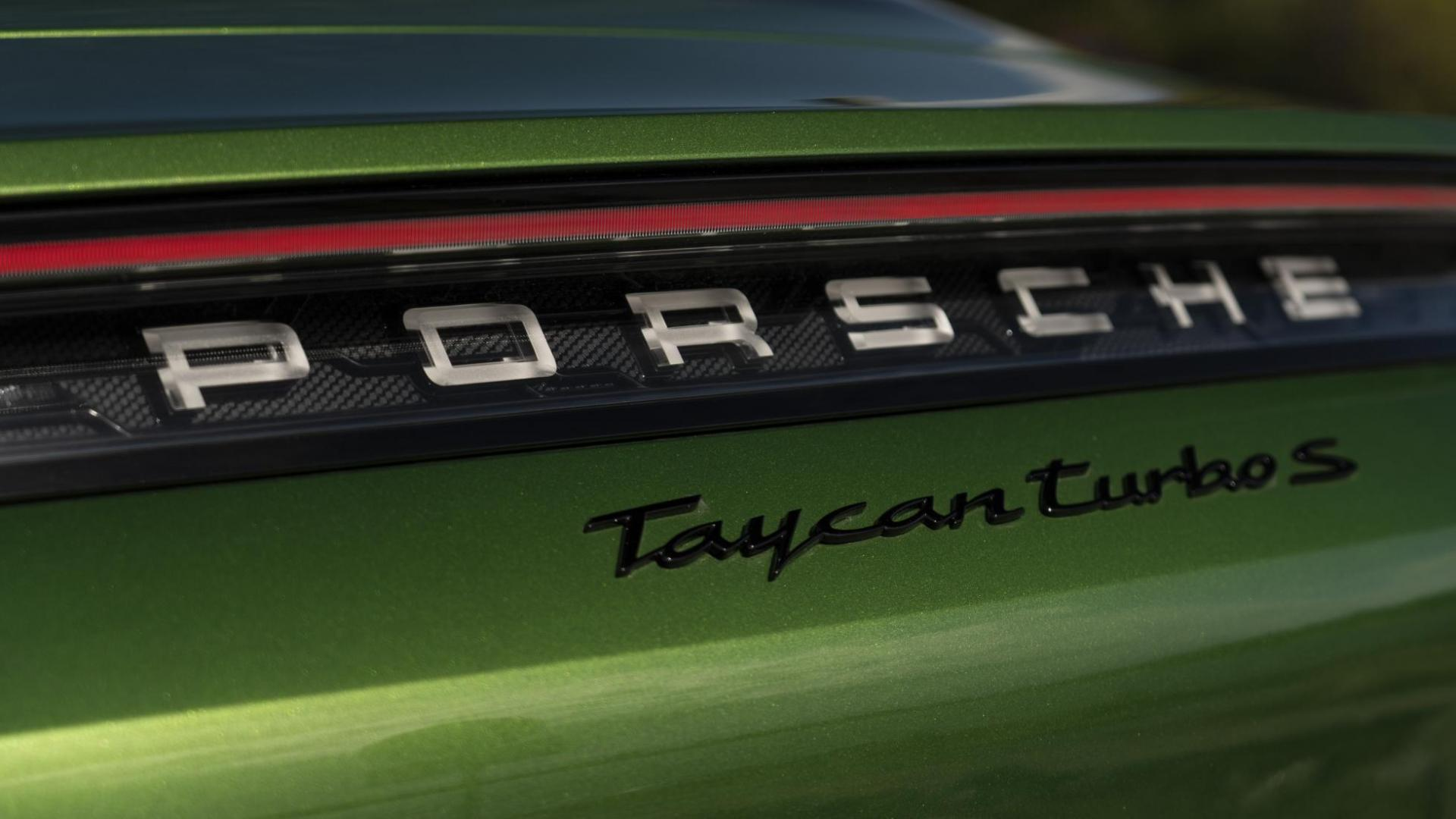 Porsche Taycan Turbo S Badge groen