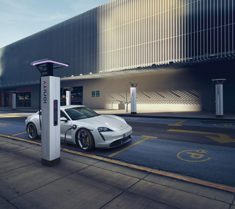 Porsche Taycan laadpaal ionity