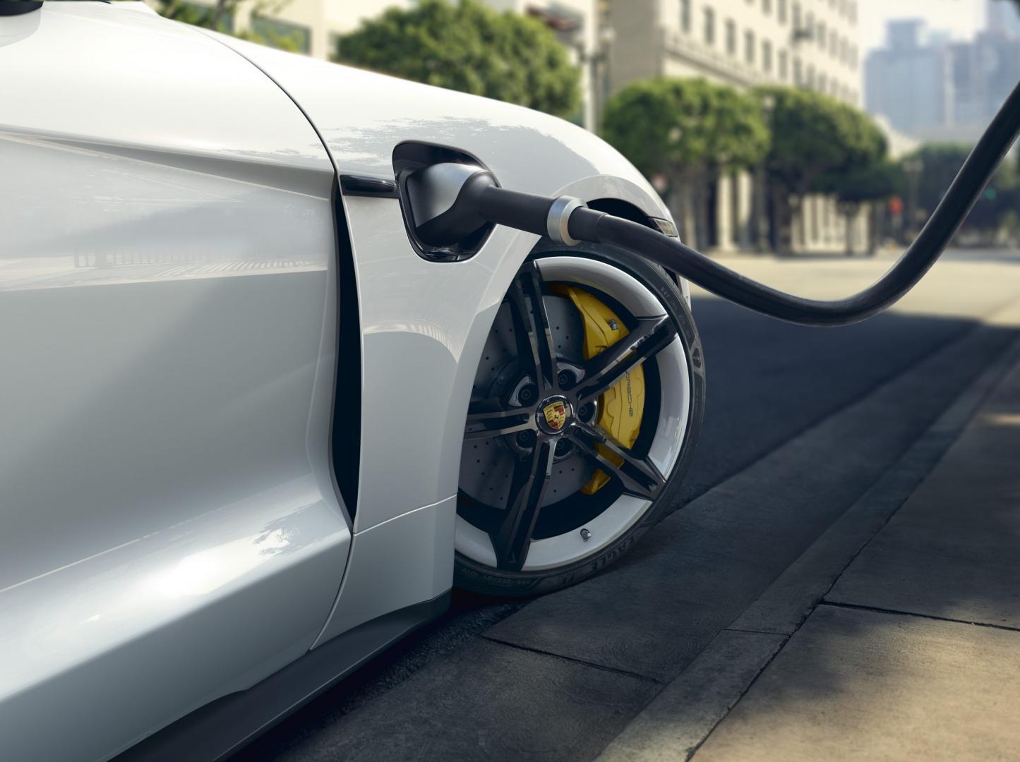 Porsche Taycan Turbo S 2019 stekker laden