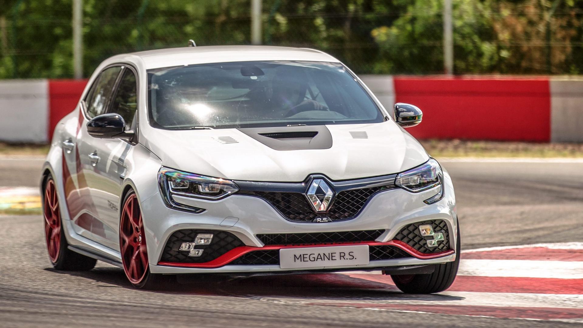 Renault Mégane RS Trophy-R op Circuit Zolder in bocht
