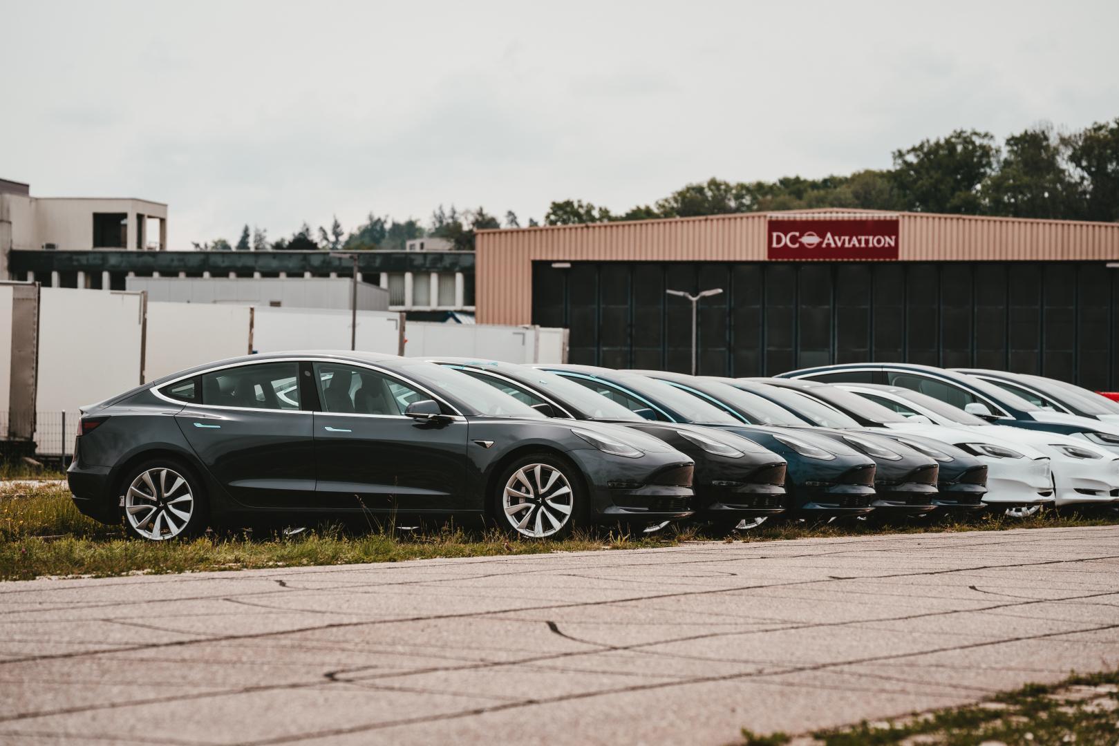 Tesla Model 3 en Model S op een rijtje