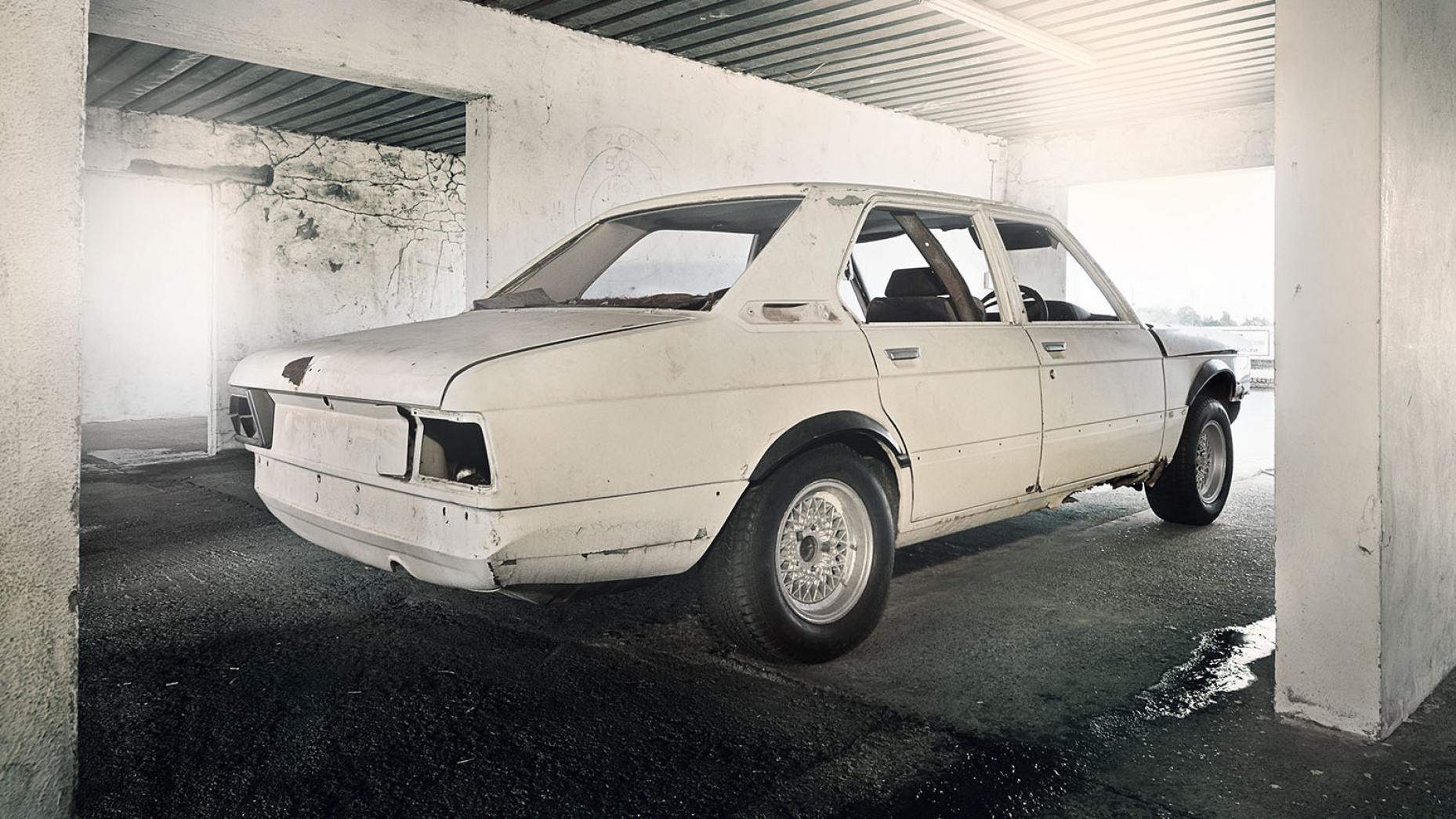 BMW 530 MLE voor restauratie achter