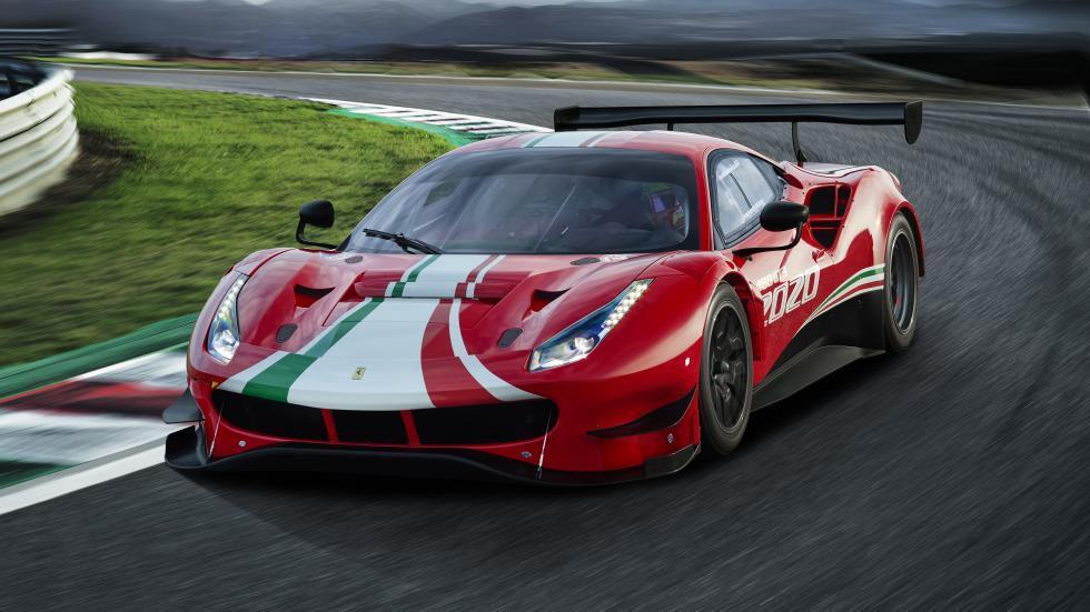 Ferrari 488 EVO linksvoor op de weg