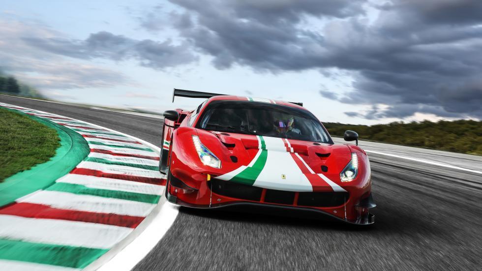 Ferrari 488 EVO voor recht op de baan