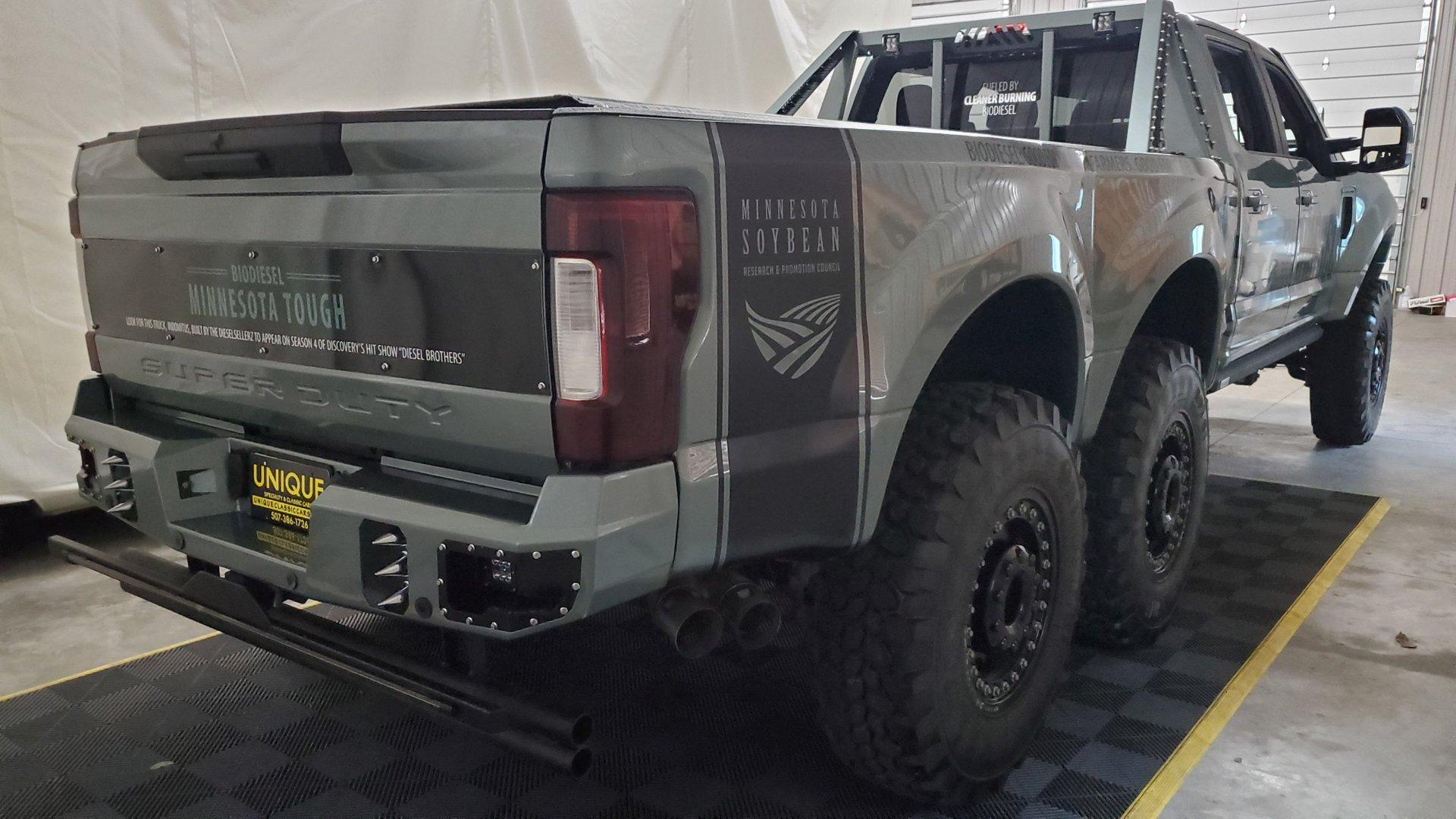 Ford F-550 Super Duty Indomitus 6x6 rechtsachter