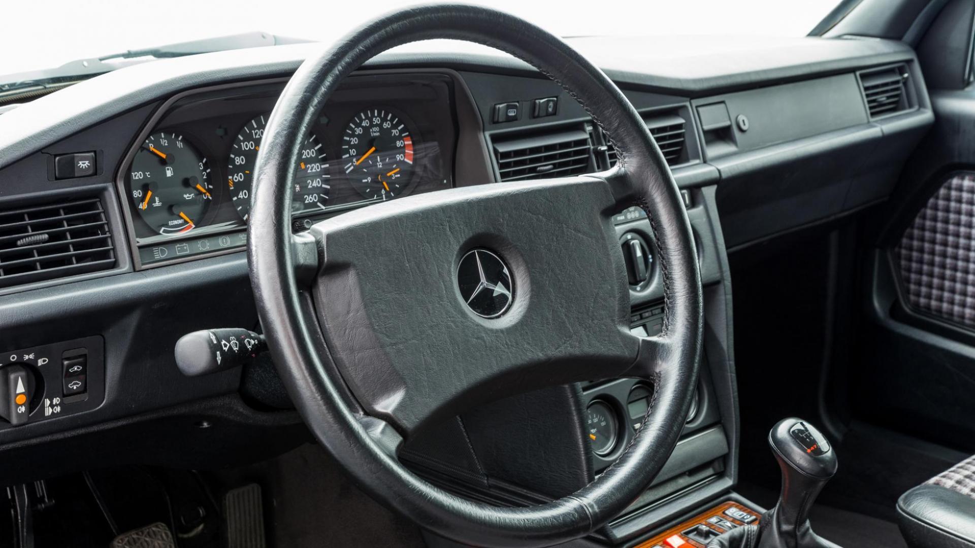 Mercedes 190 E EVO 2 interieur stuur dashboard detail