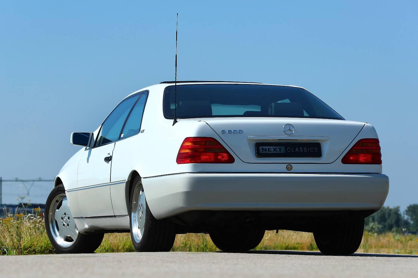 Mercedes S 600 Coupe links achter zij