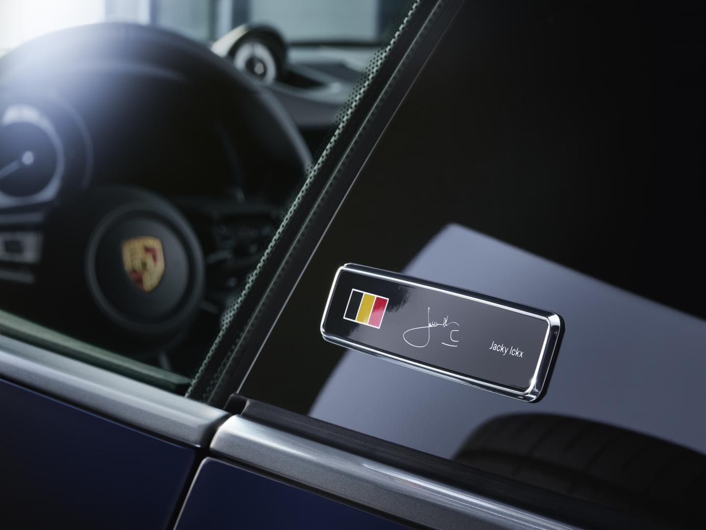 Porsche 911 Carrera 4S Belgian Legend Edition badge en stuur