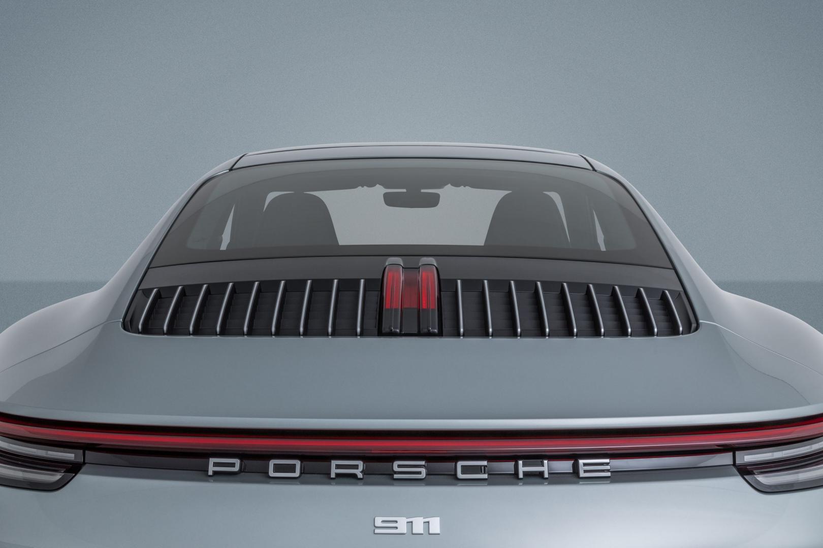 Porsche Carrera 911 4S Ben Pon jr achter dichtbij