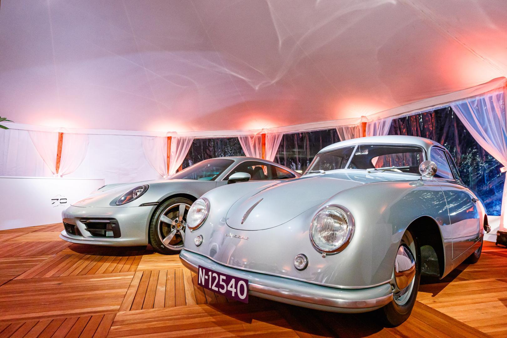 Porsche Carrera 911 4S Ben Pon jr met Porsche 356 in museum
