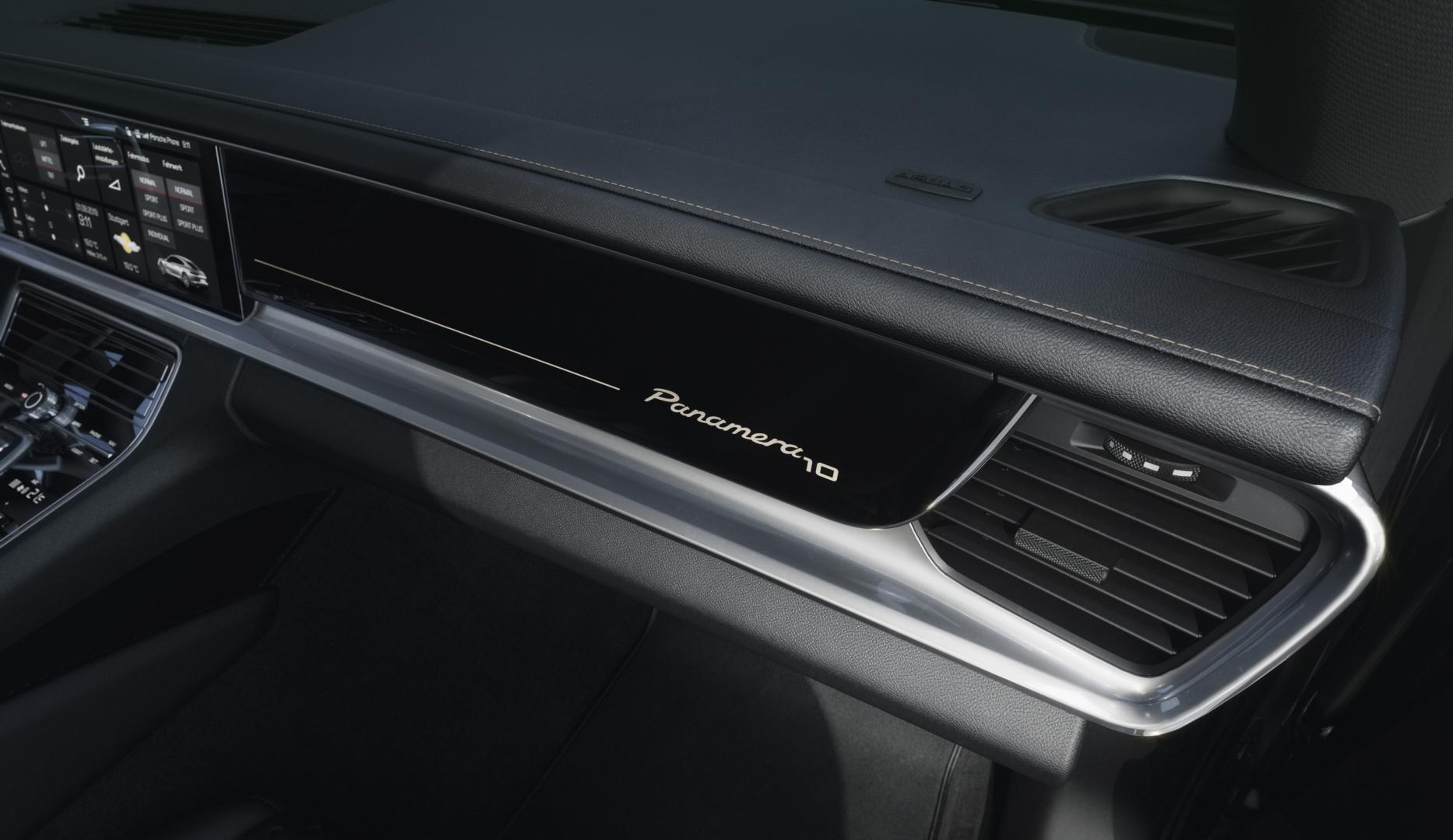 Porsche Panamera 10 Years Edition dashboard paneel