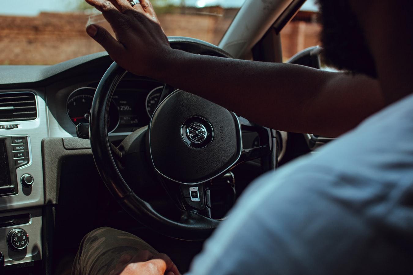 VW Golf bestuurder
