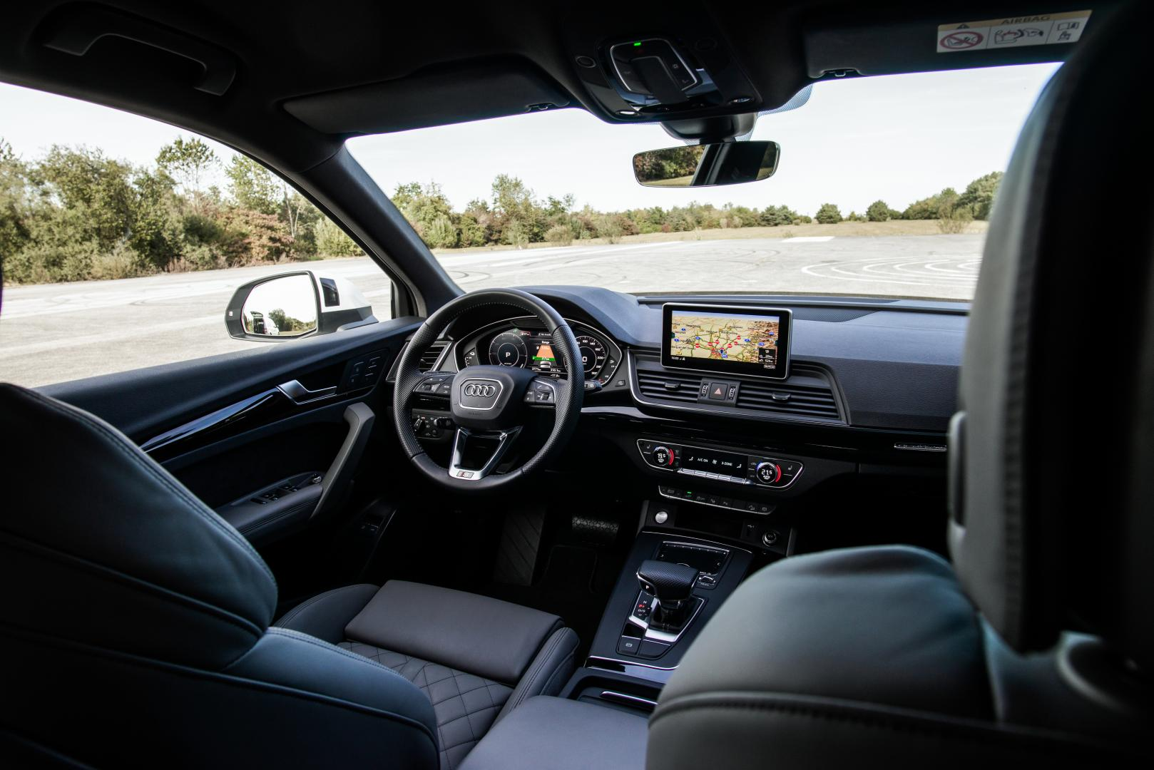 Audi Q5 TFSI e quattro Competition overzicht interieur