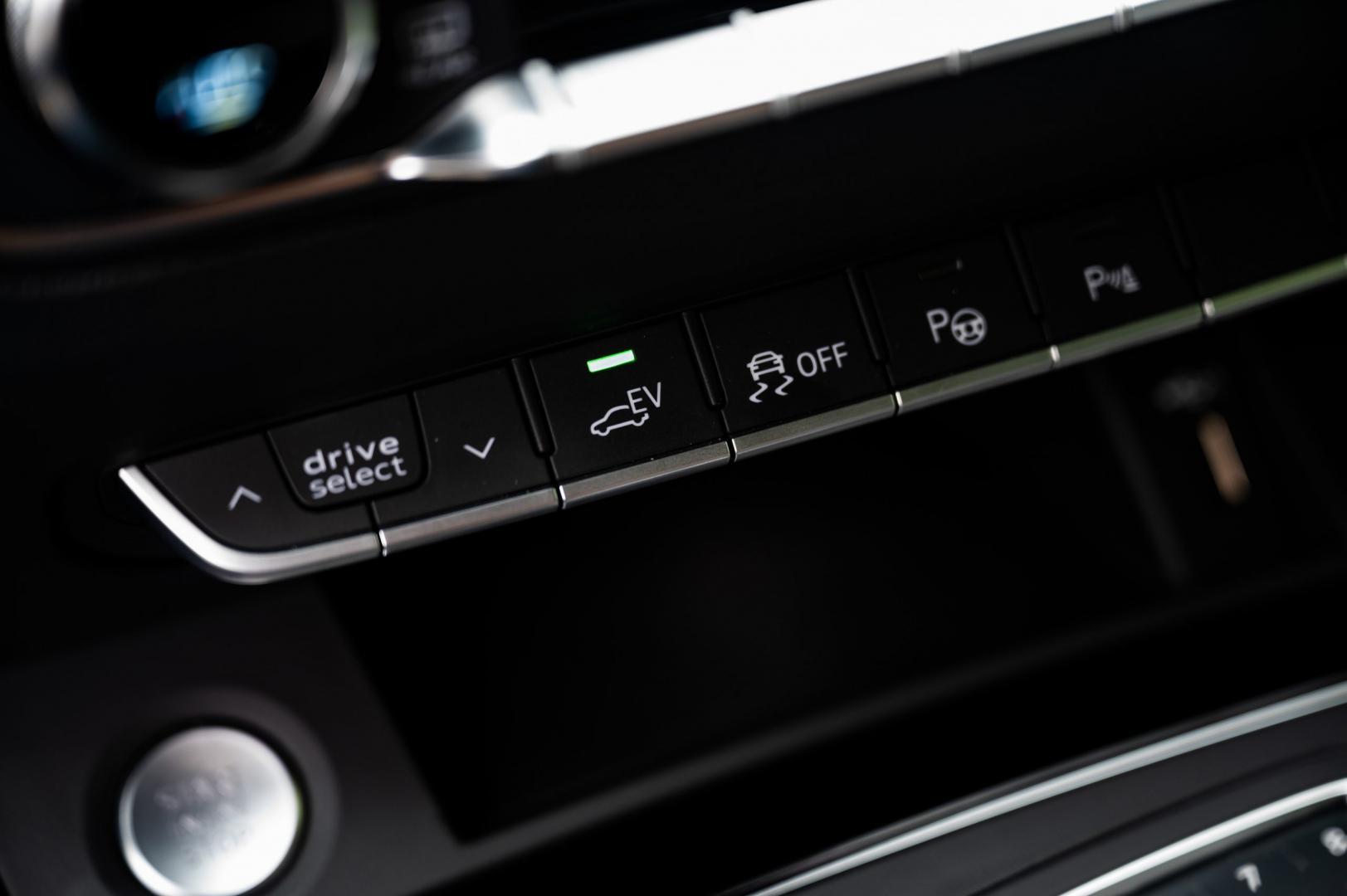 Audi Q5 TFSI e quattro Competition interieur detail knopjes