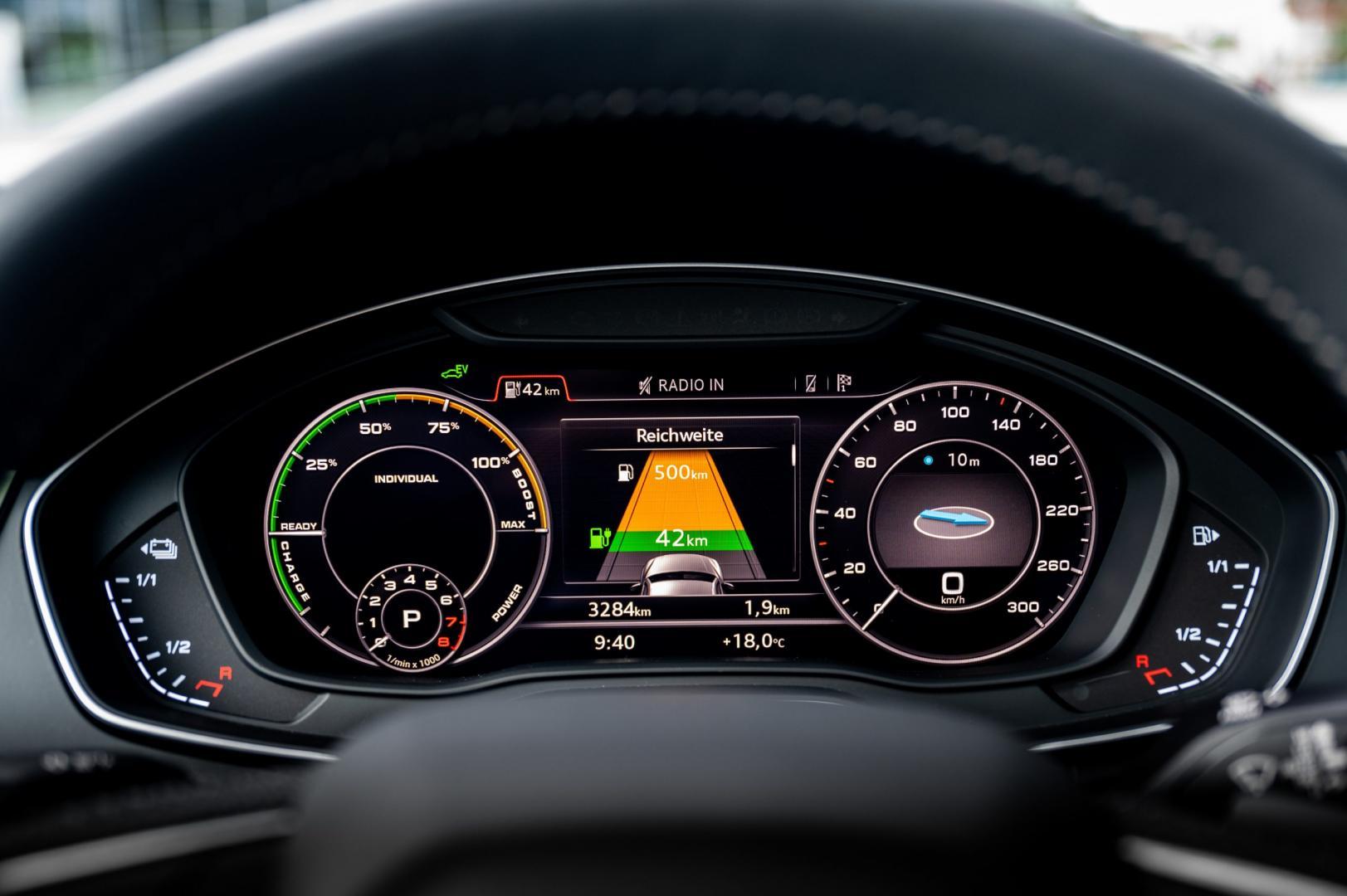 Audi Q5 TFSI e quattro Competition interieur detail dashboard