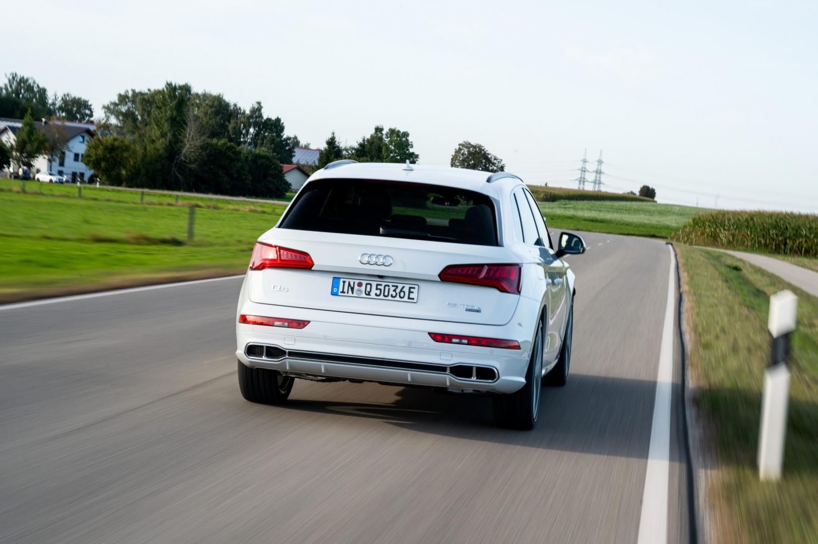 Audi Q5 TFSI e quattro Competition rijder achter