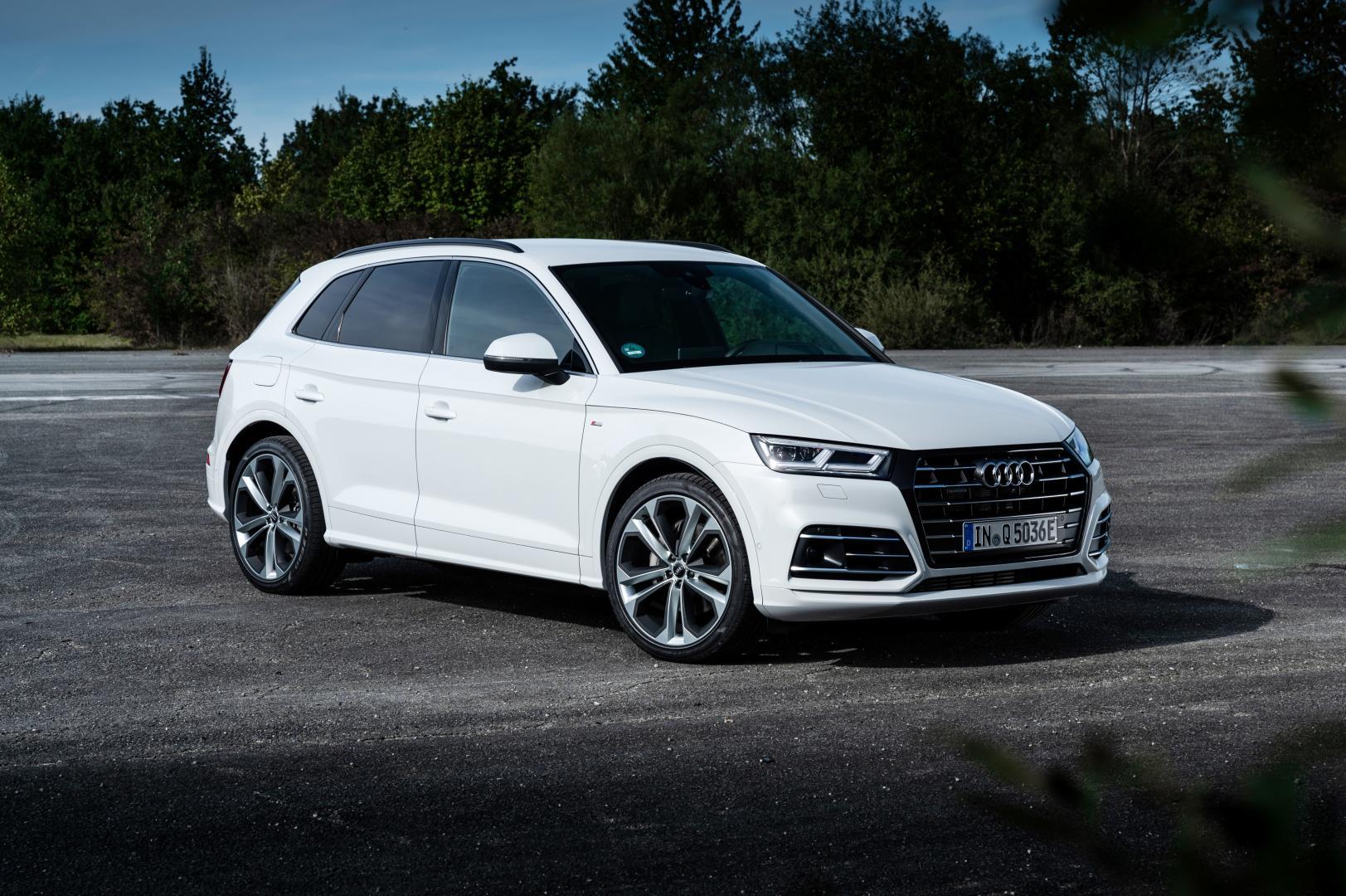 Audi Q5 TFSI e quattro Competition 3 4 voor