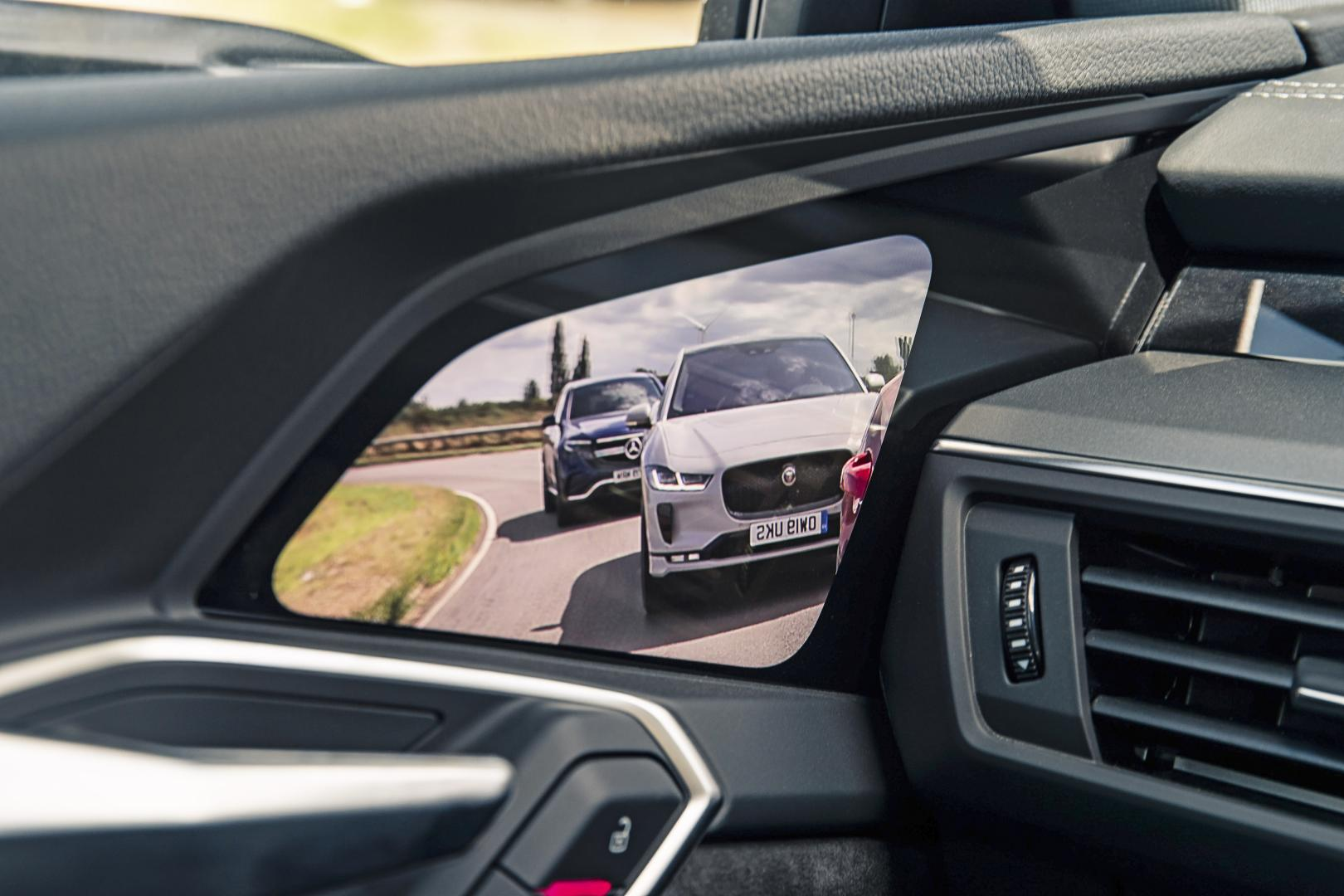 Audi E-Tron 55 Quattro Advanced interieur scherm buitenspiegel