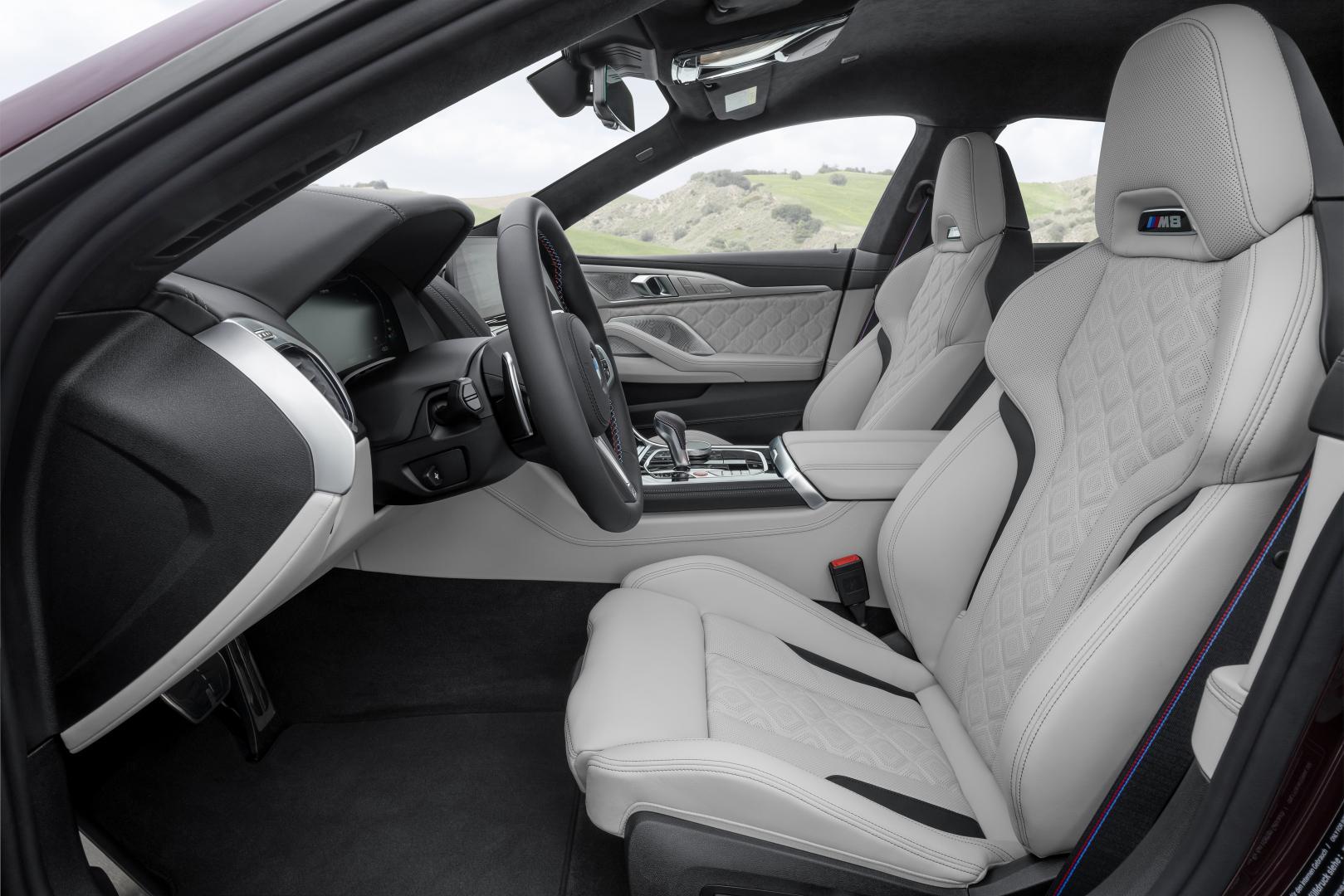 BMW M8 Gran Coupe 2019 voorstoelen interieur