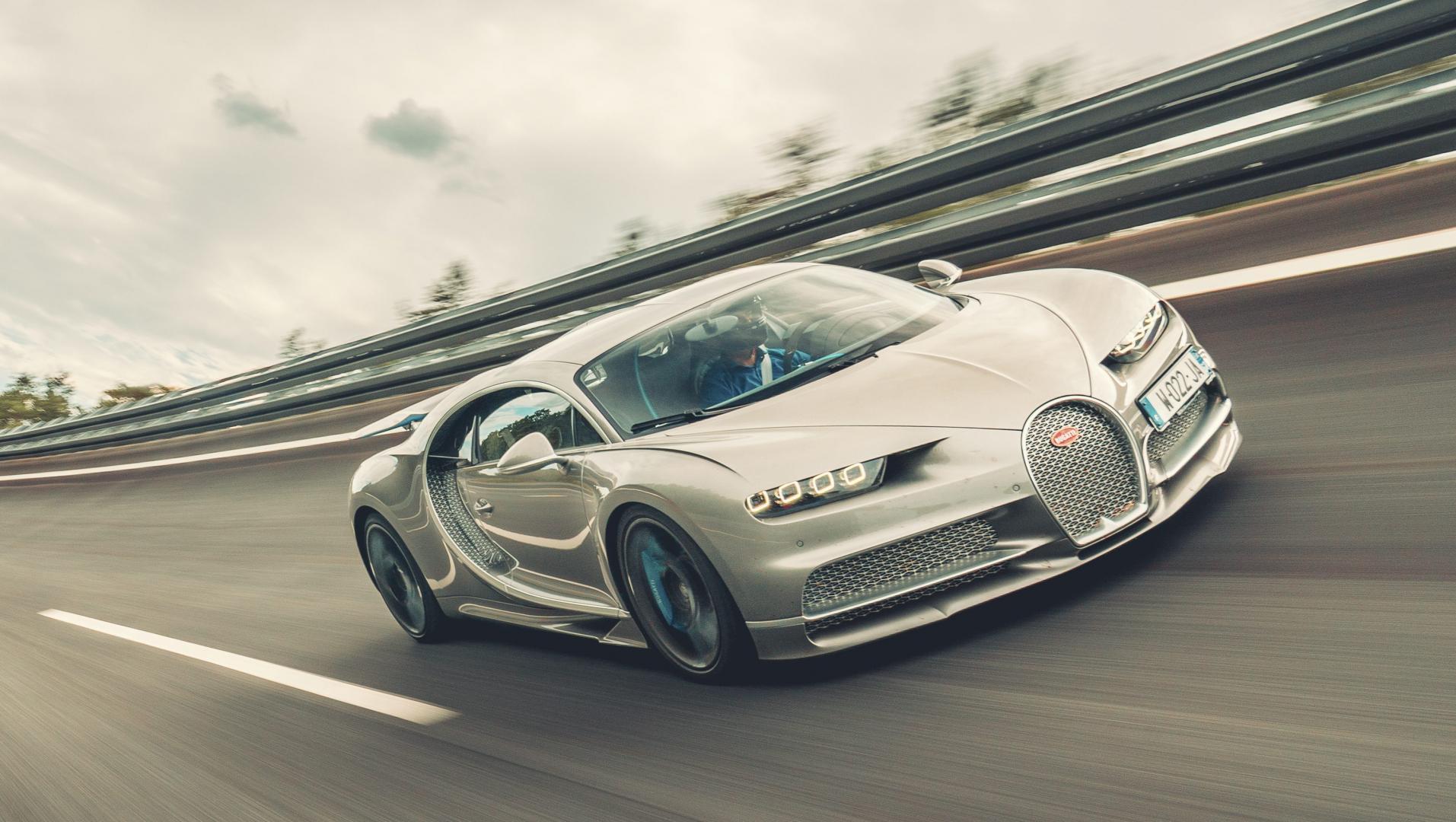 Bugatti Chiron Sport 3 4 rijder voor kombocht