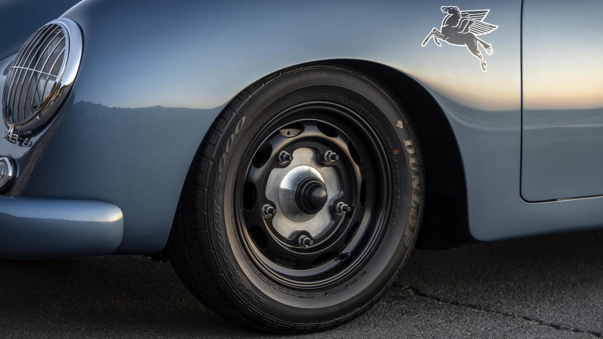 velgen en wielen op de Emory Motorsport Porsche 356 Speedster