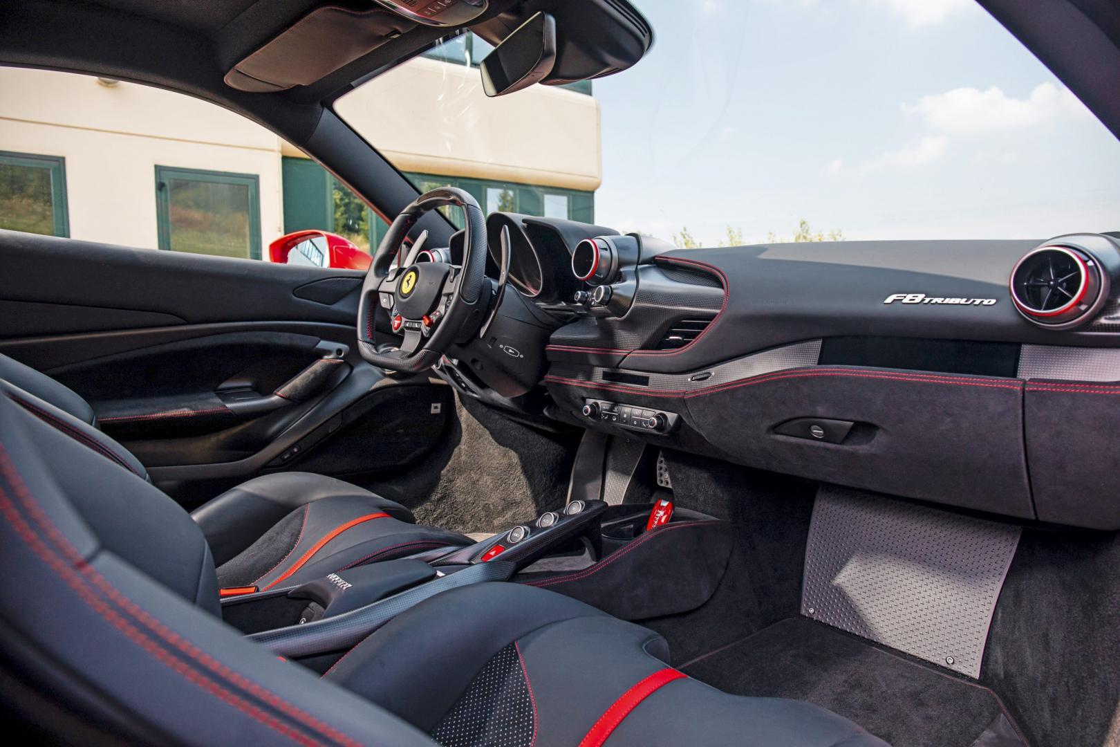 Ferrari F8 Tributo interieur dashboard