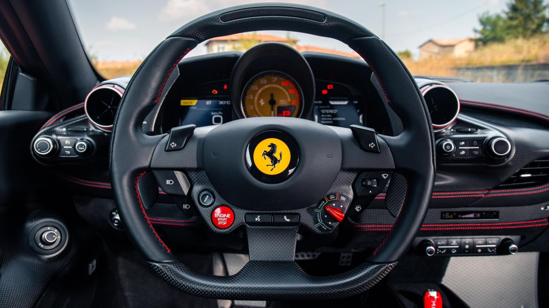 Ferrari F8 Tributo interieur stuur