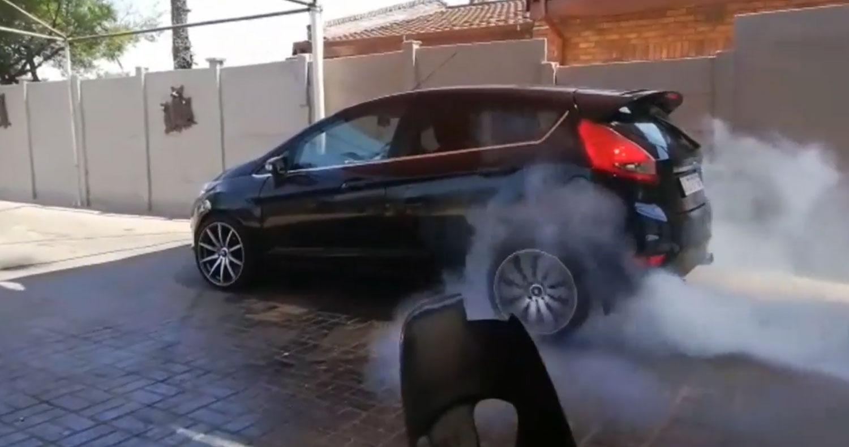 Ford Fiesta met V8