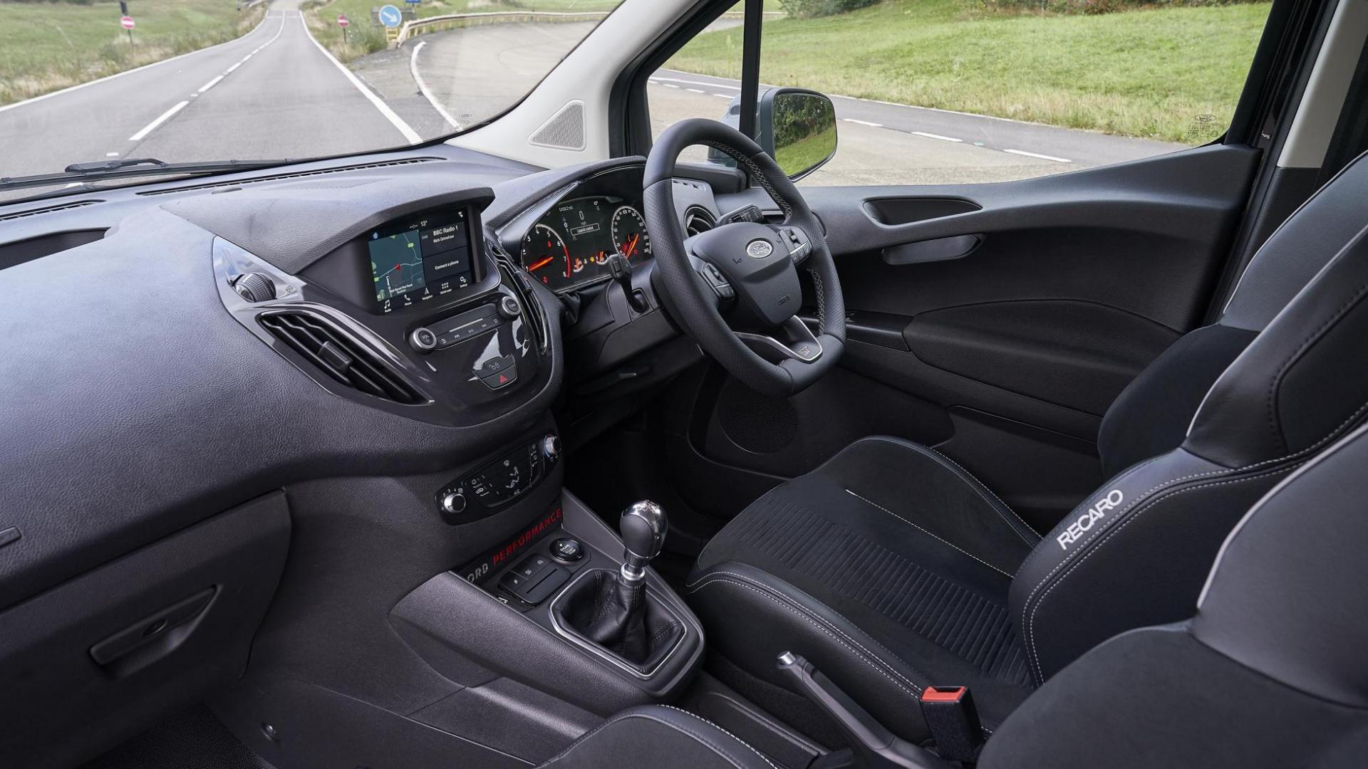 Ford Transit Courier ST interieur