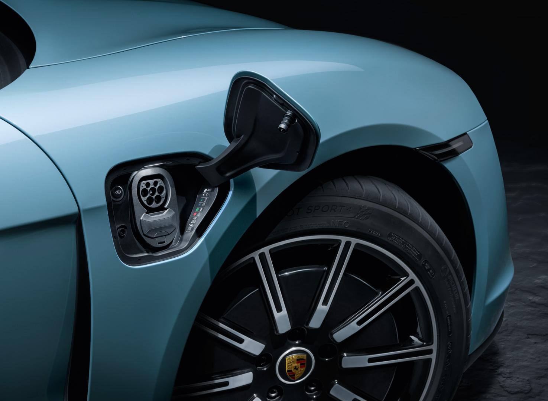 Porsche Taycan 4S laadklep stekker
