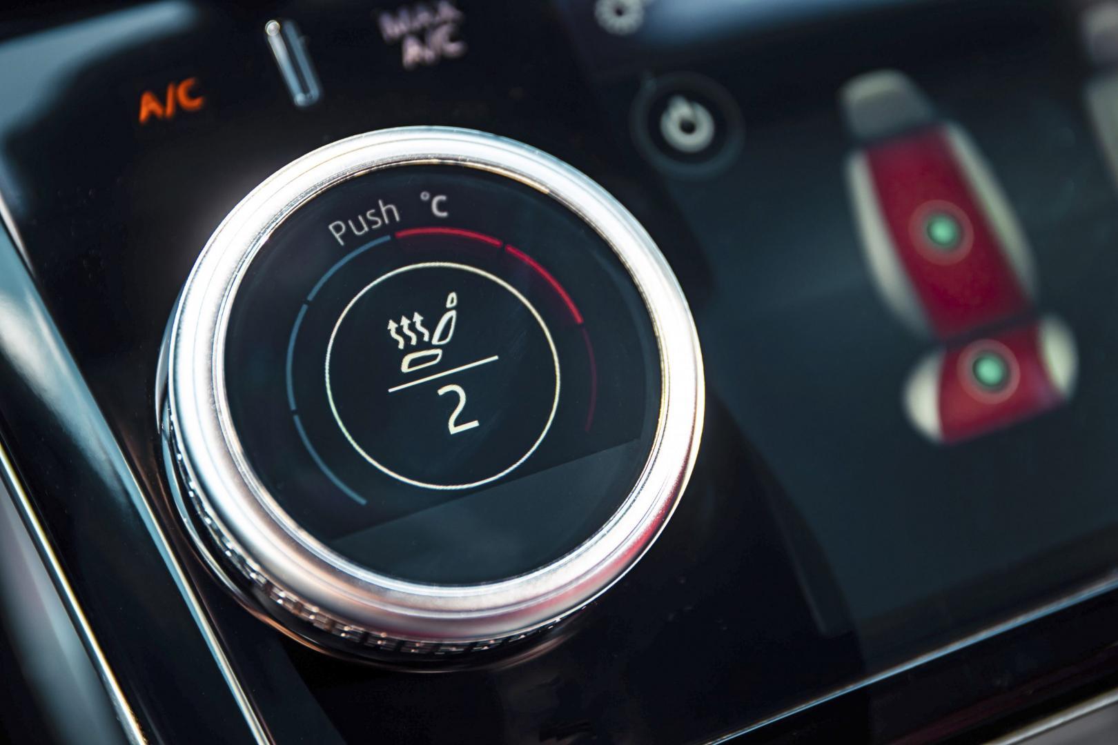 Jaguar I-Pace EV400 interieur knop stoelverwarming