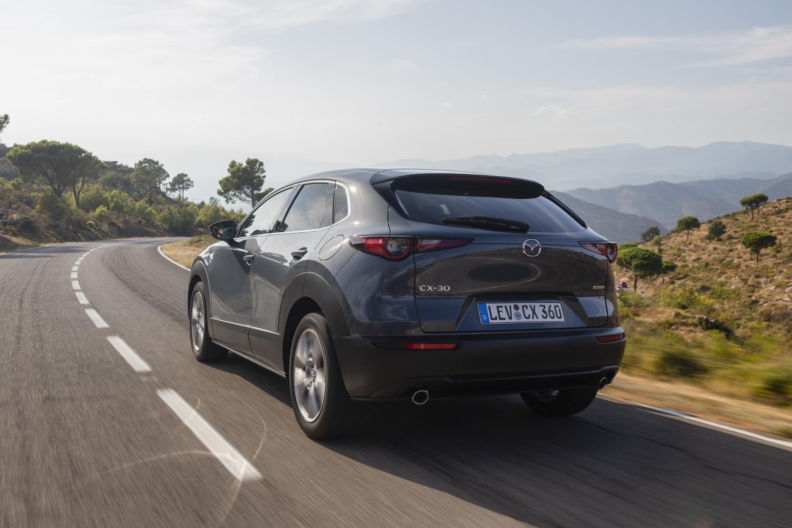 Mazda CX-30 2019 drie kwart achter rijdend