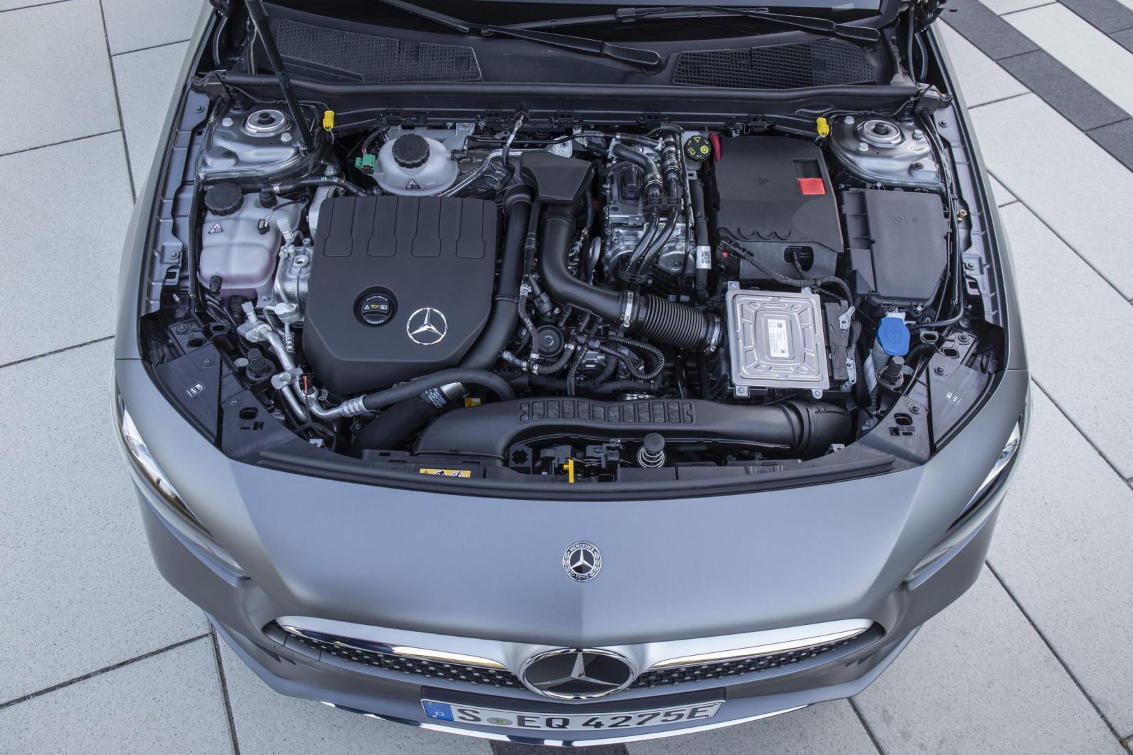 Mercedes A 250 e onder motorkap