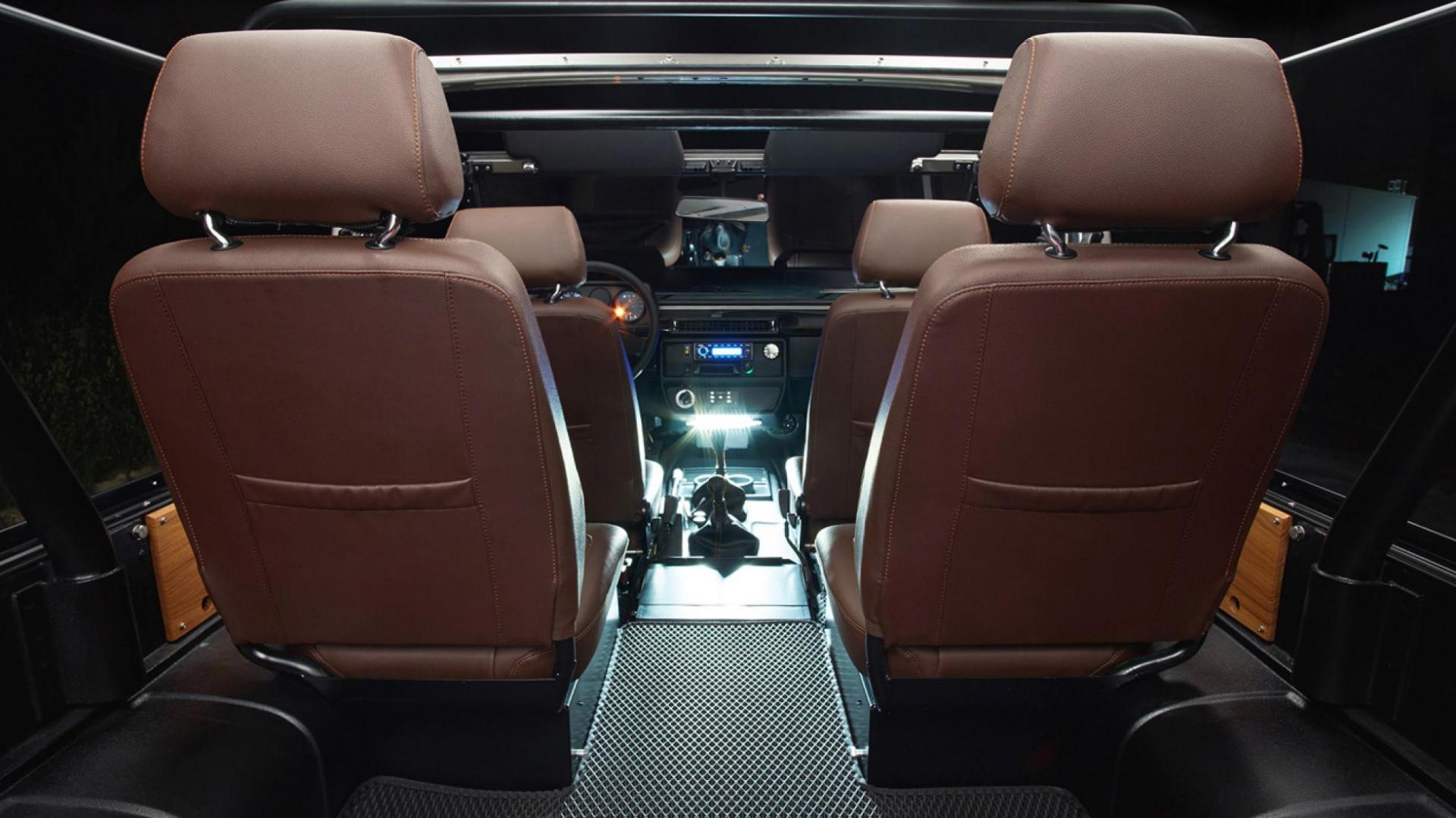 Mercedes 250GD interieur stoelen