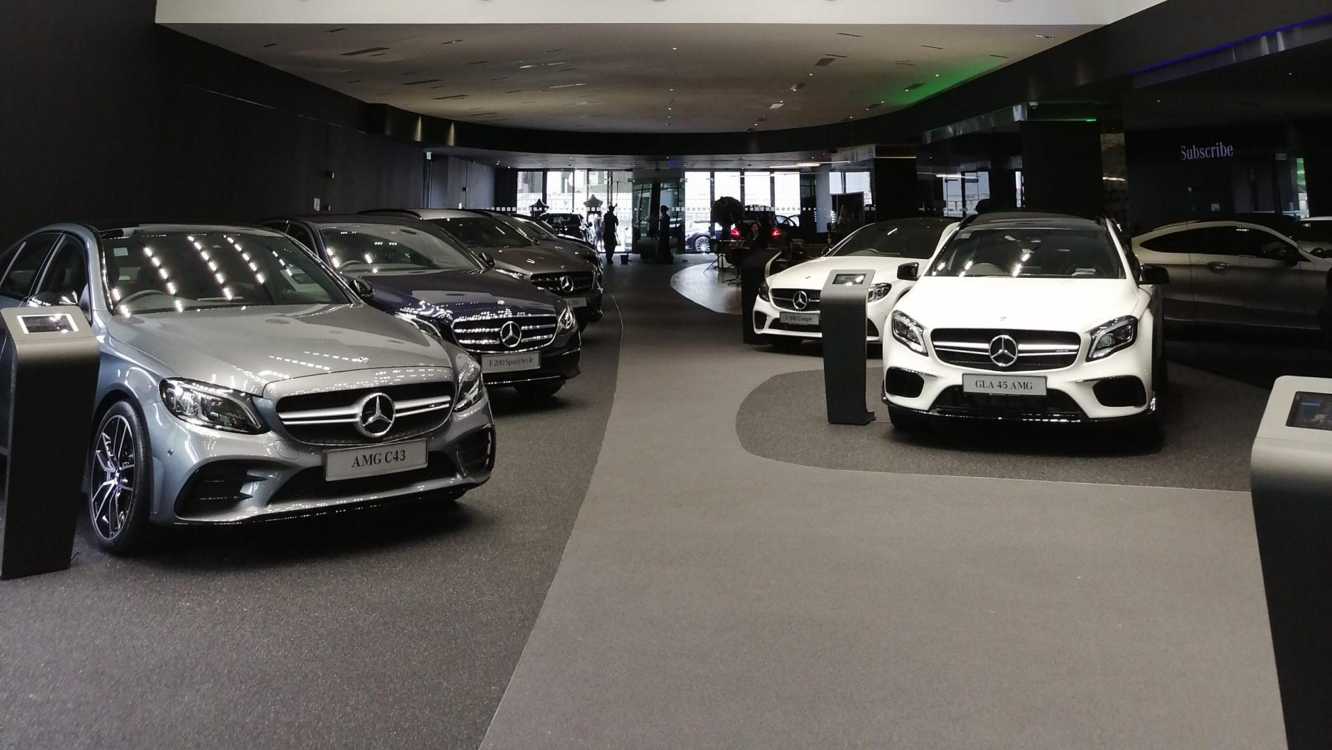 Mercedes Showroom bij Dealer