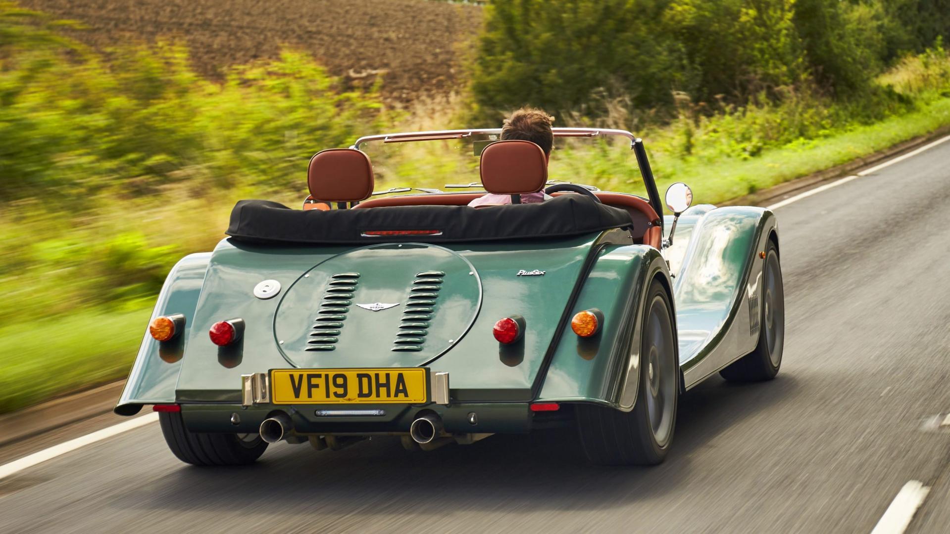 Morgan Plus Six rijder 3 4 achterkant