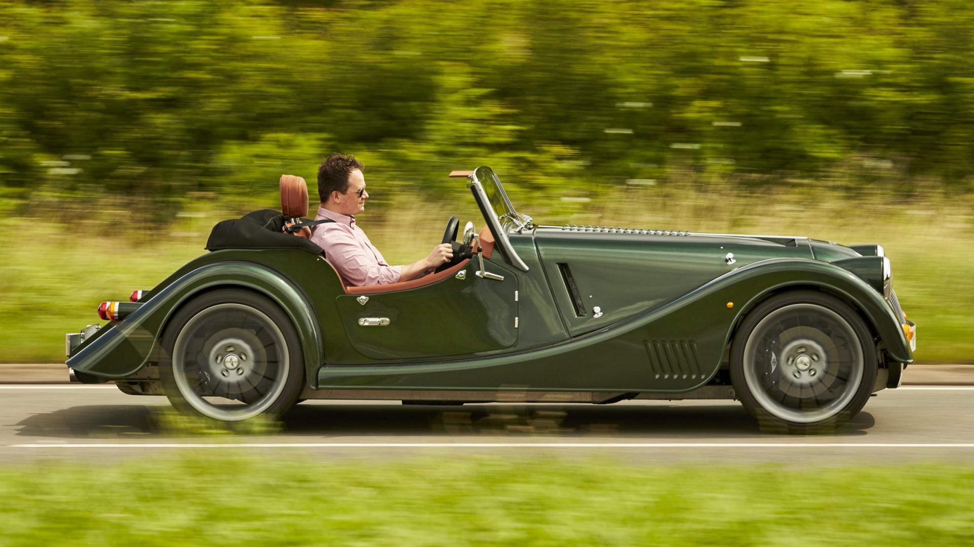 Morgan Plus Six rijder zijkant