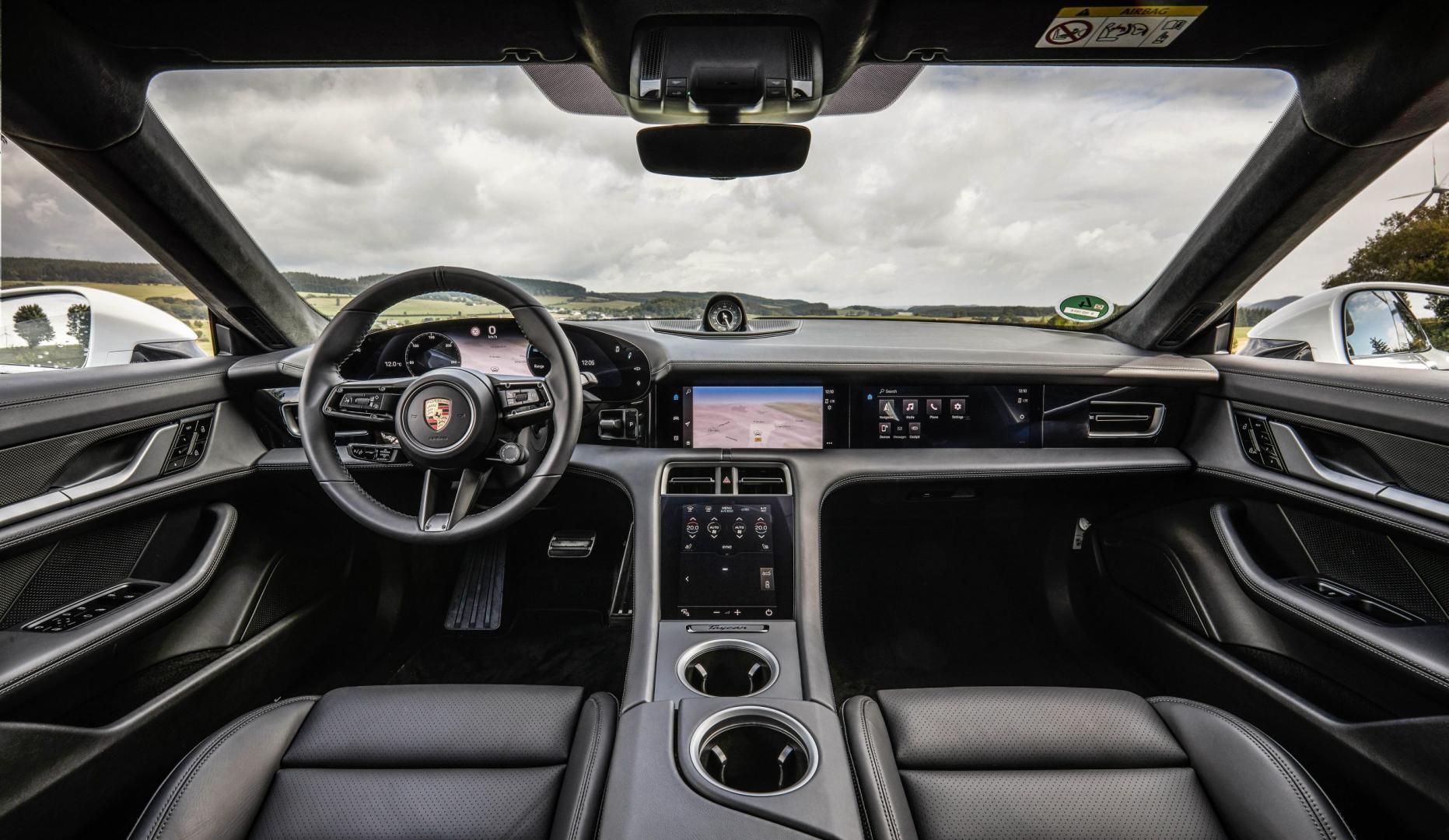 Porsche Taycan Turbo S interieur dashboard