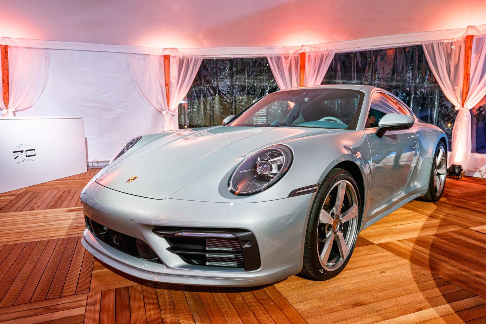 Porsche 911 Carrera 4S Ben Pon Jr Museum Wassenaar linksvoor