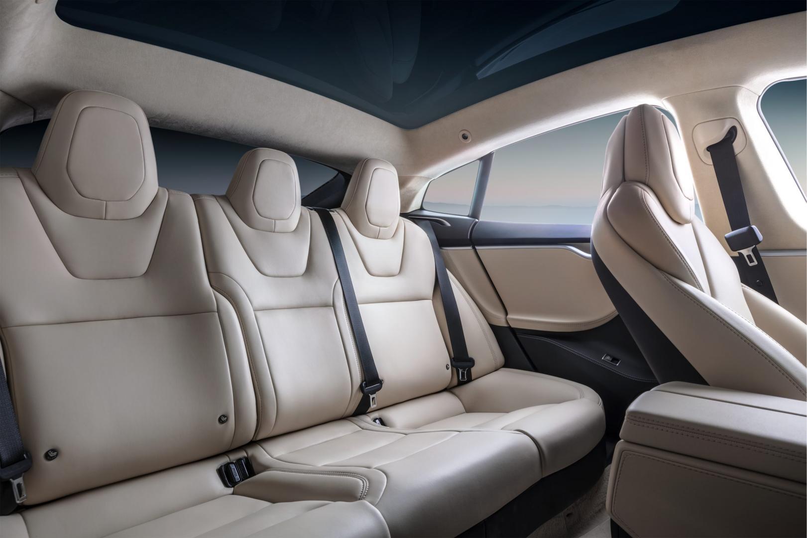 Tesla Model S Long Range interieur achterbank