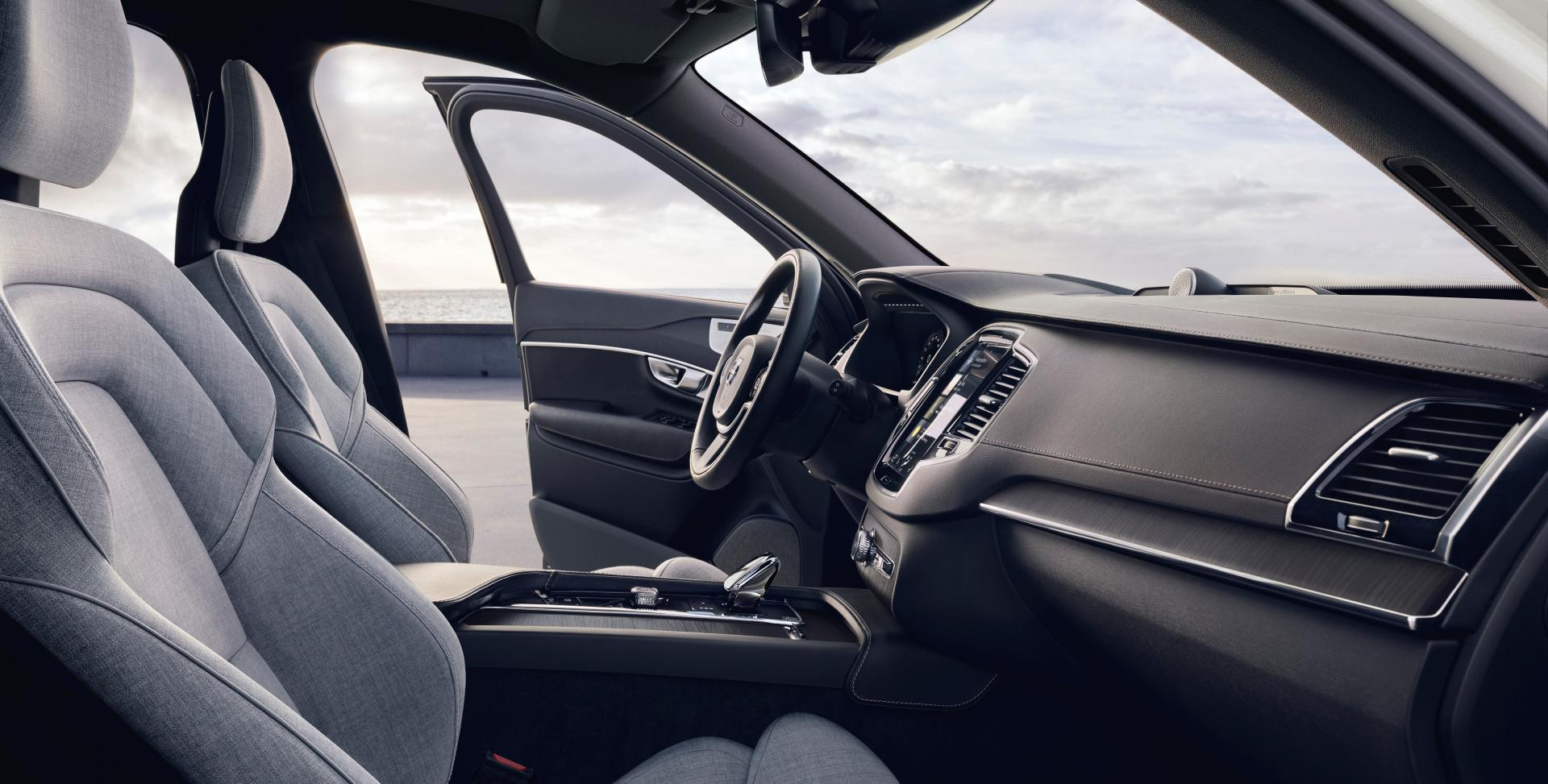 Volvo XC90 B5 AWD R-Design interieur