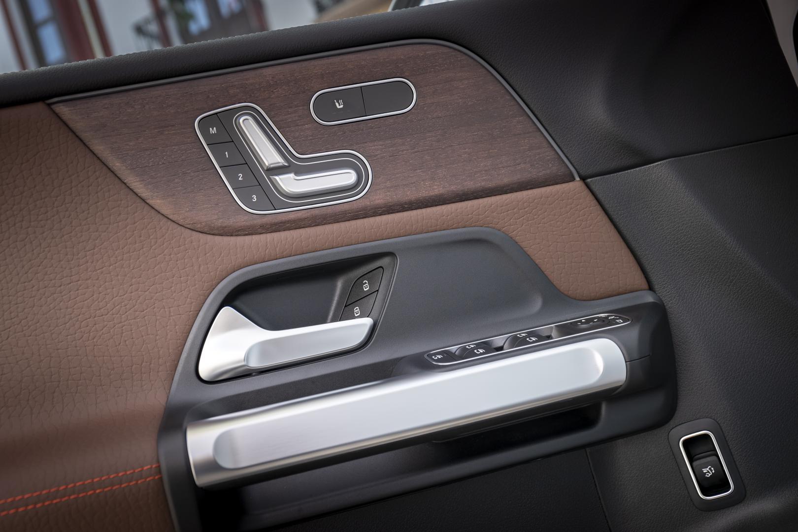 Mercedes GLB 250 4Matic - 1e rij-indruk 2019 - deurpaneel interieur elektrische stoelen