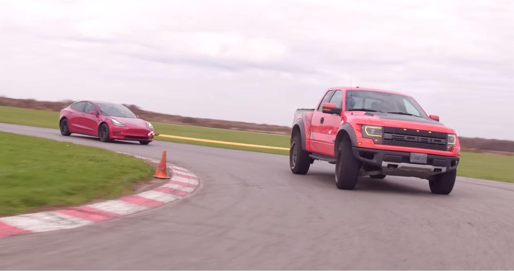 Tesla opladen met een Ford Raptor