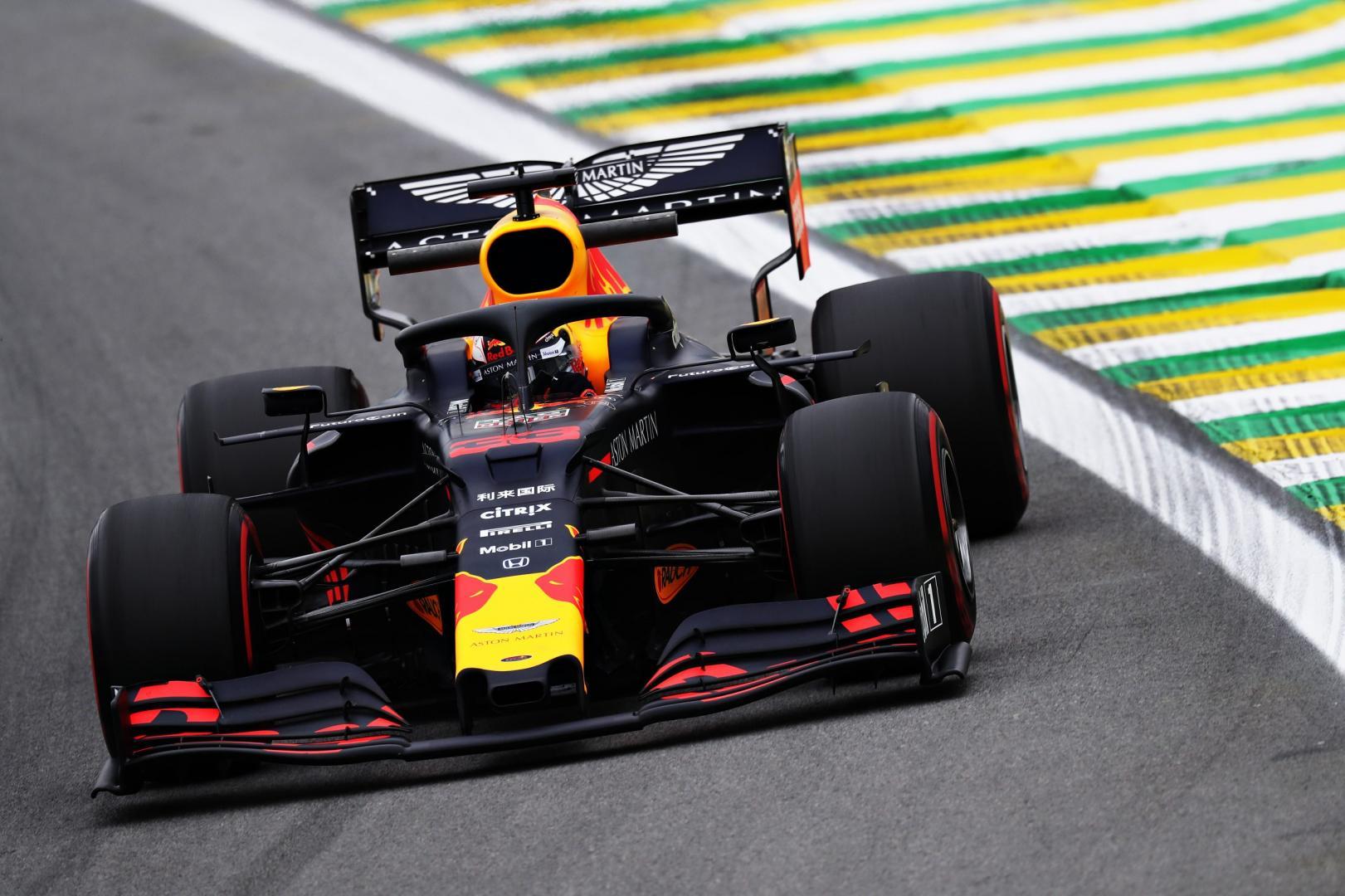 Max Verstappen dichtbij in bocht GP van Brazilië 2019
